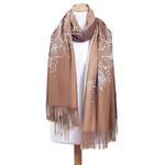 chale en laine brodé beige camel pour femme