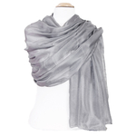étole en soie gris foncé pour femme