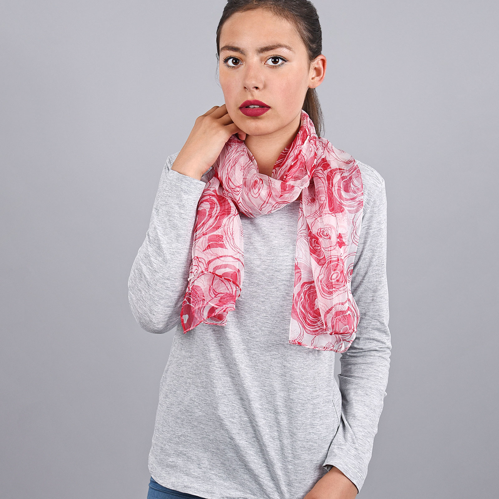 AT-03832-VF16-foulard-mousseline-soie-roses-rouges