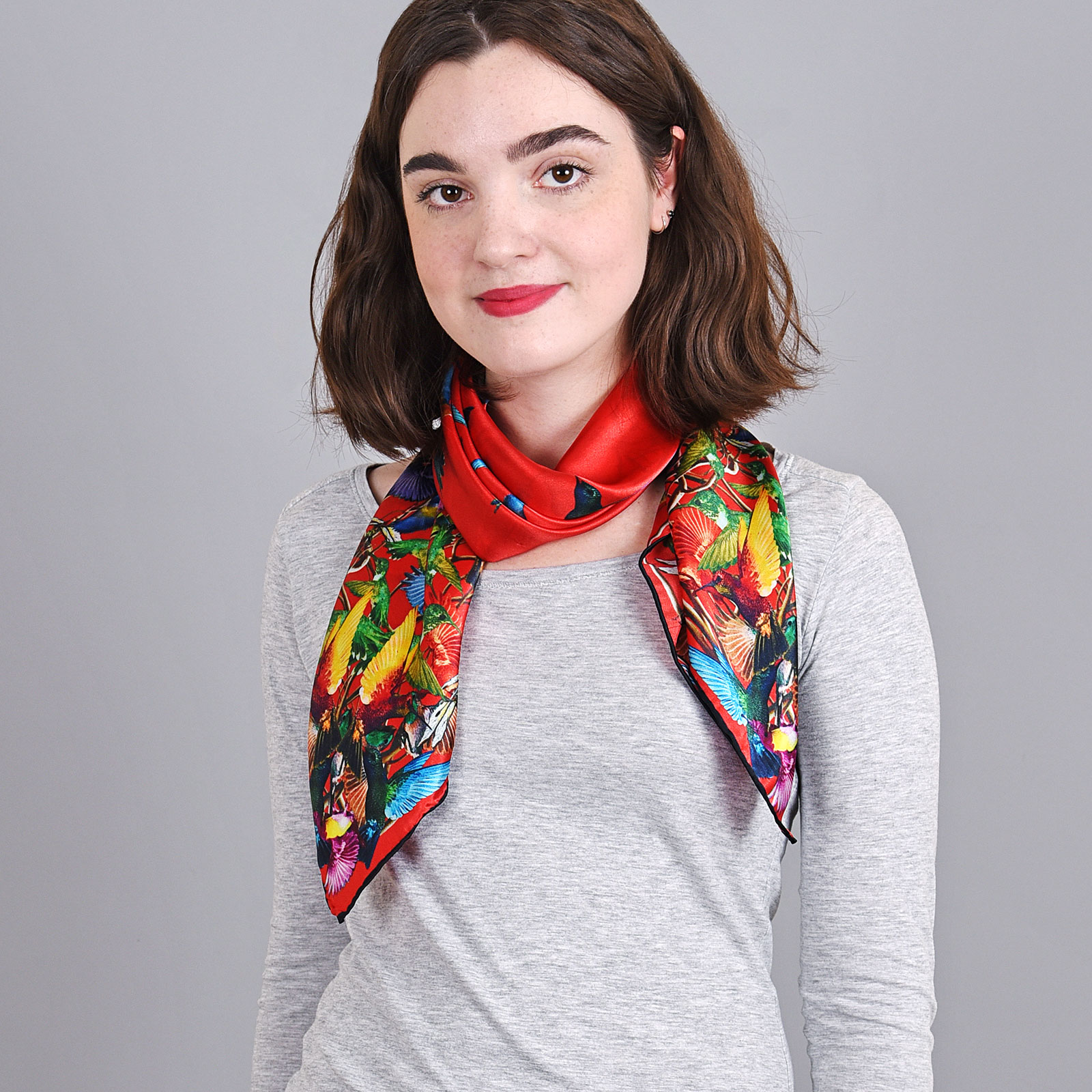 AT-04033-VF16-foulard-carre-soie-colibris-rouge