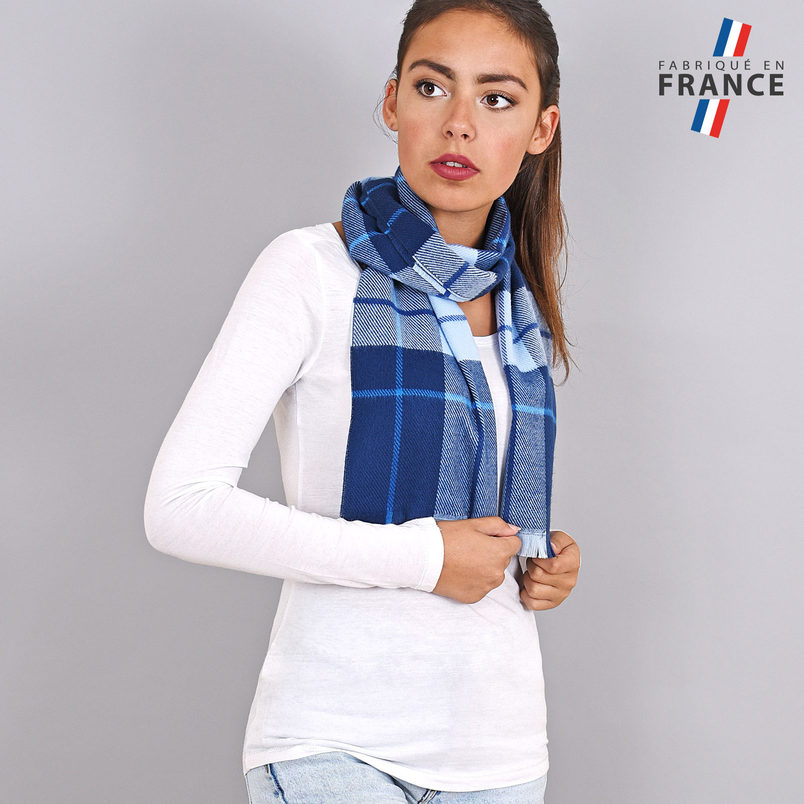 AT-03931-VF16-FR-echarpe-femme-carreaux-cleu
