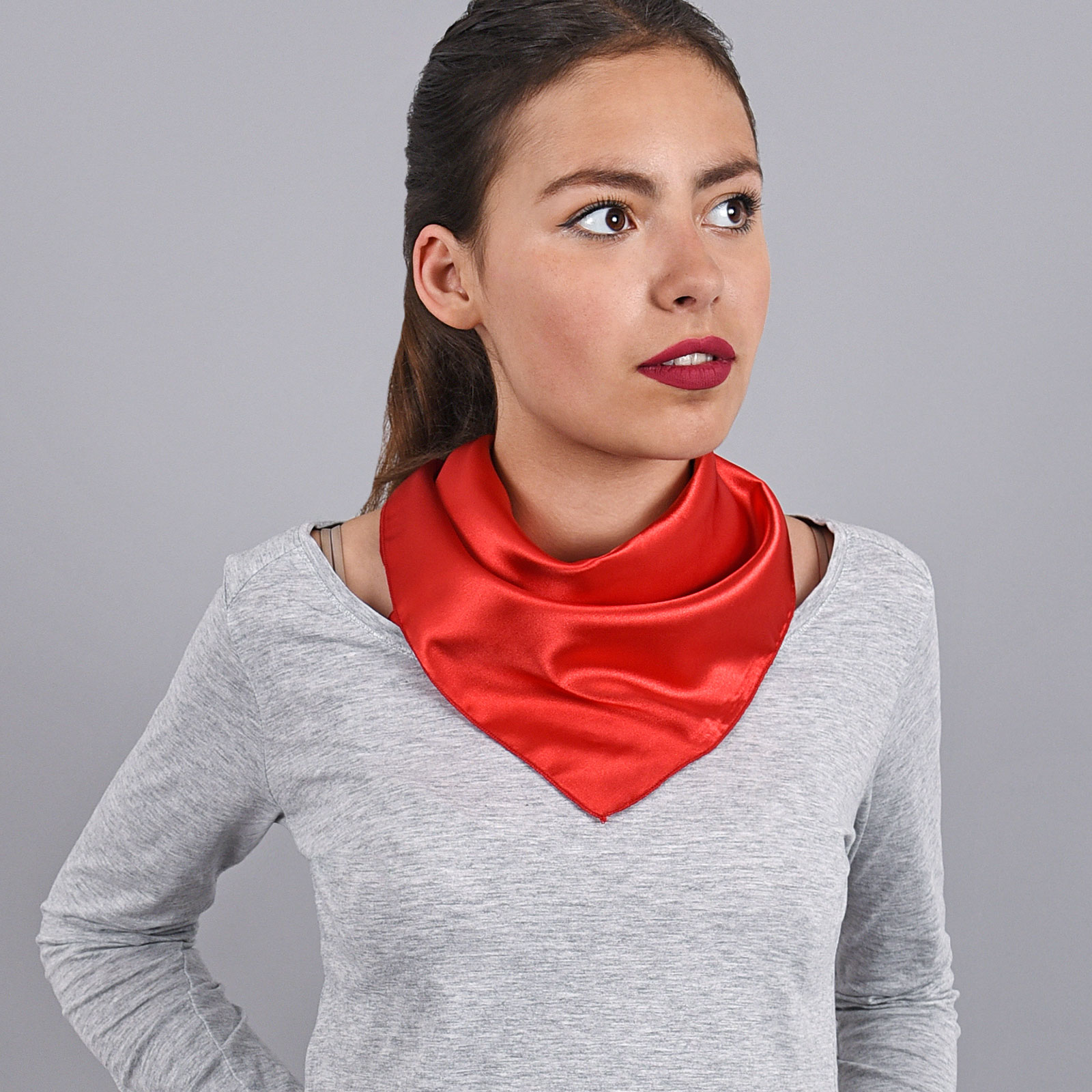 AT-03928-V16-foulard-hotesse-carre-rouge