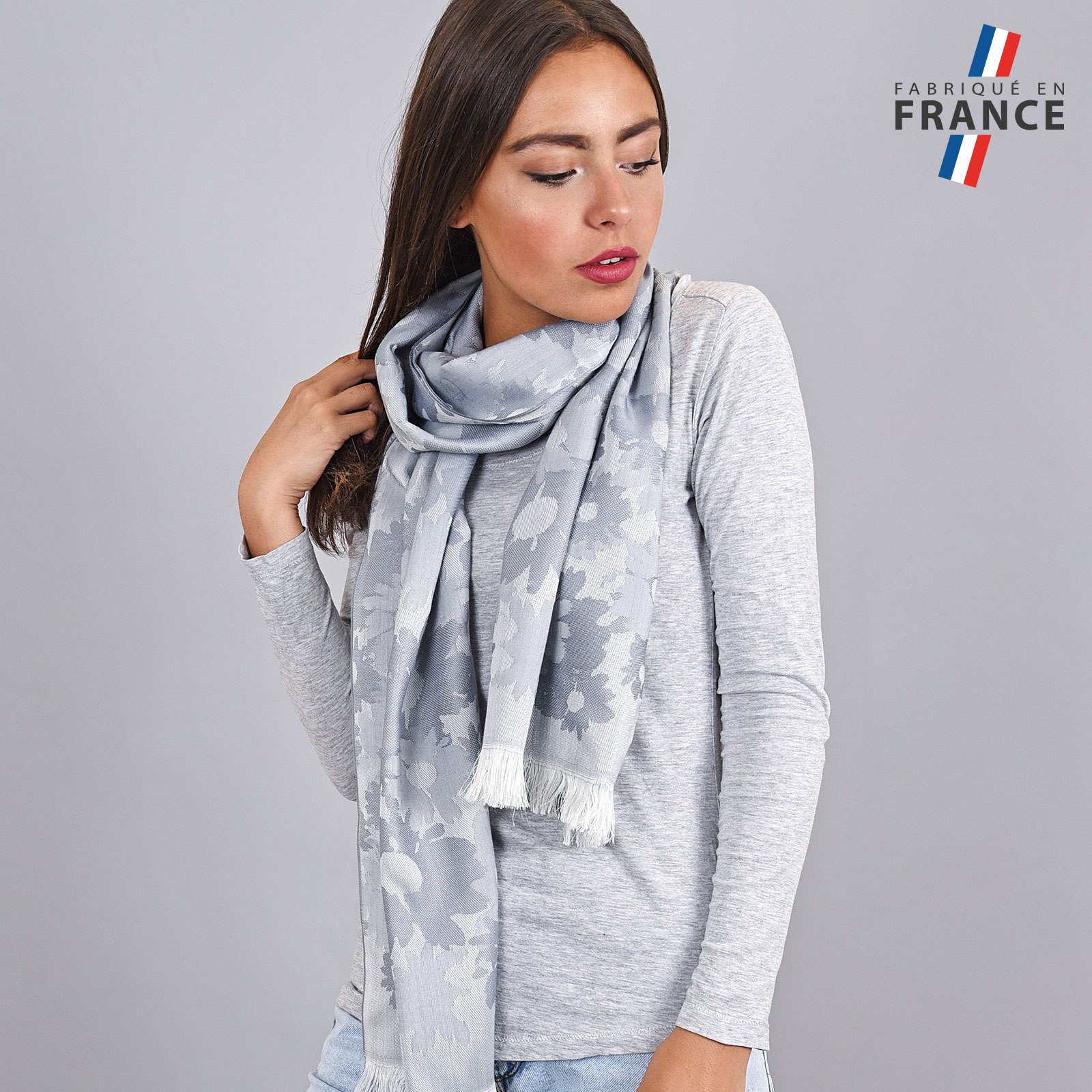 AT-03615-argent-VF16-LB_FR-echarpe-legere-fleurs-gris-argent-fabrication-france