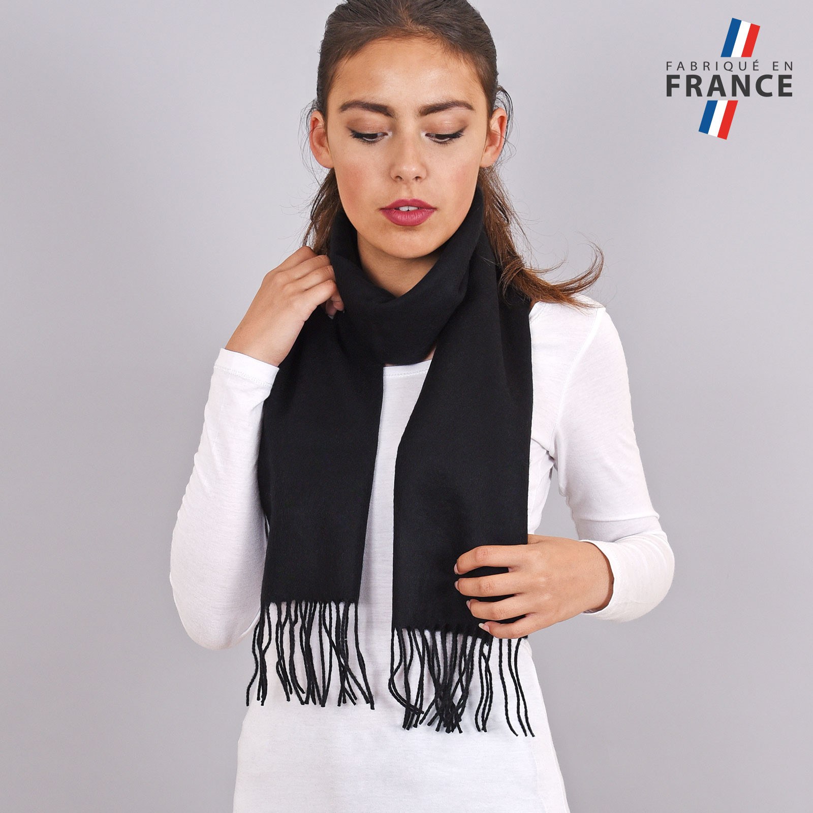AT-03231-VF16-LB_FR-echarpe-a-franges-noire-fabrication-francaise