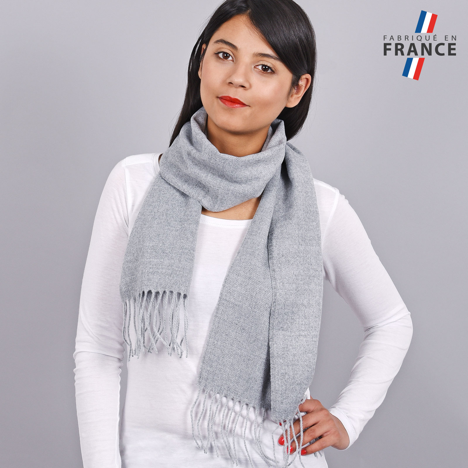 AT-03232-VF16-LB_FR-echarpe-a-franges-grise-fabrication-francaise