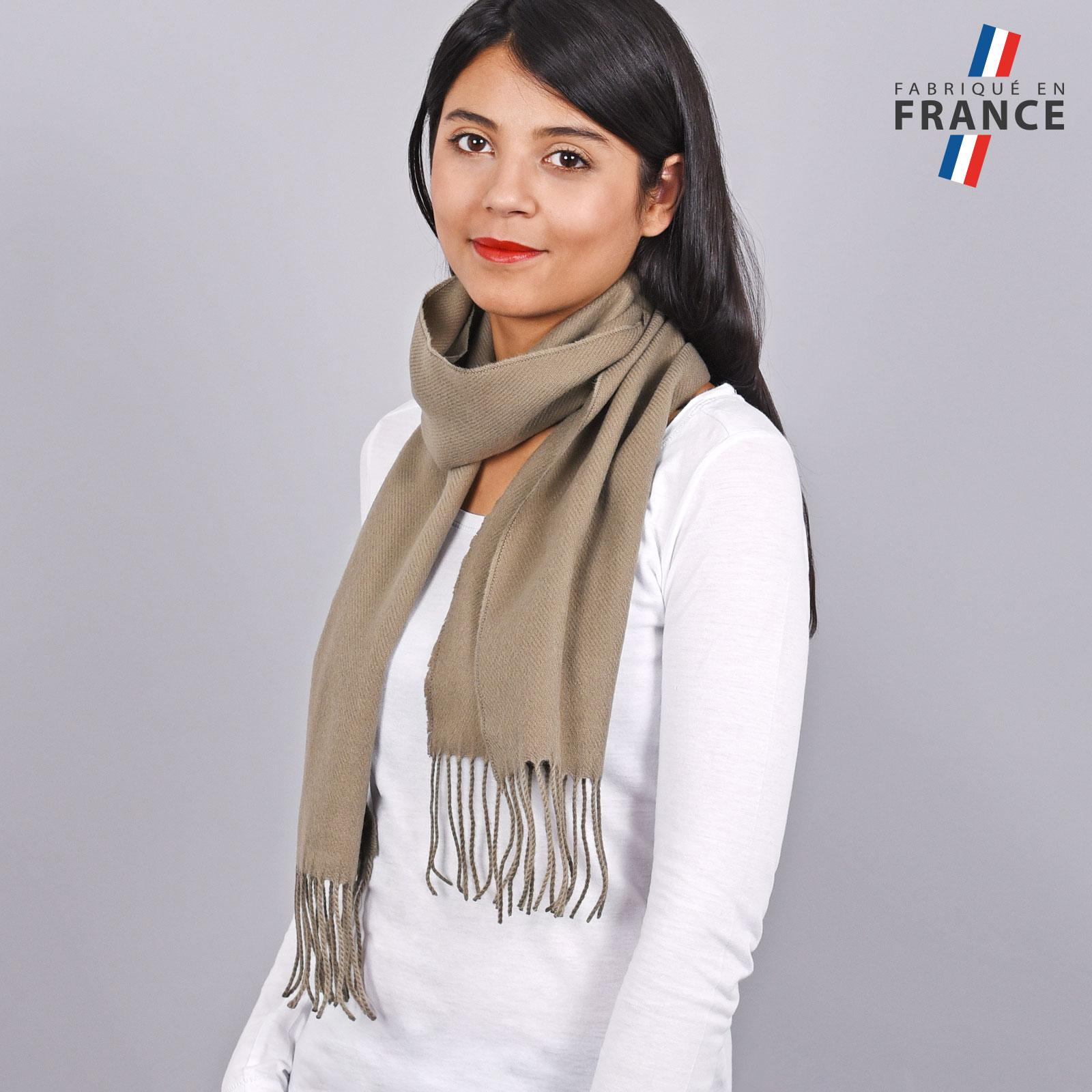 AT-03246-VF16-LB_FR-echarpe-franges-taupe-femme-fabrication-francaise