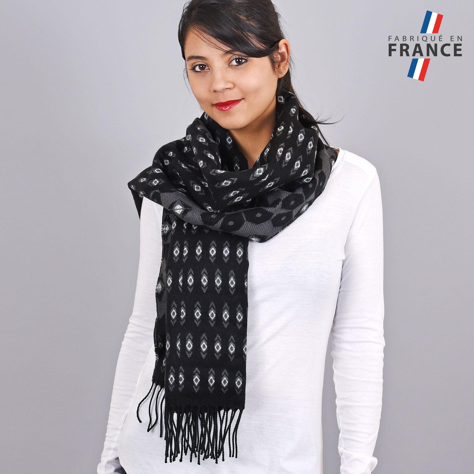 AT-03463-VF16-1-LB_FR-chale-femme-motifs-geometriques-noir-gris