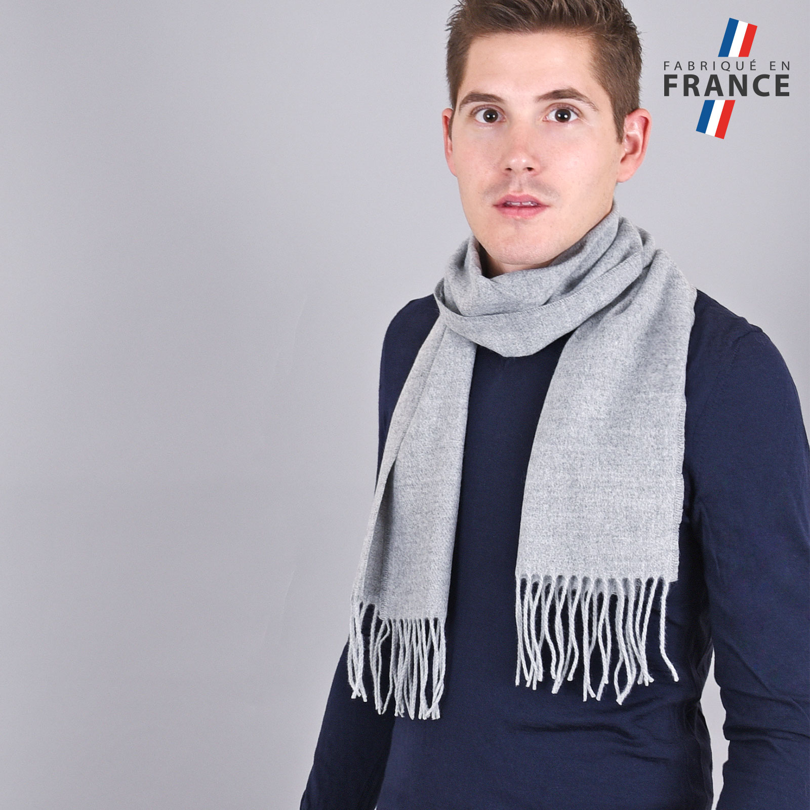 AT-03232-VH16-LB_FR-echarpe-homme-a-franges-grise-fabrication-francaise