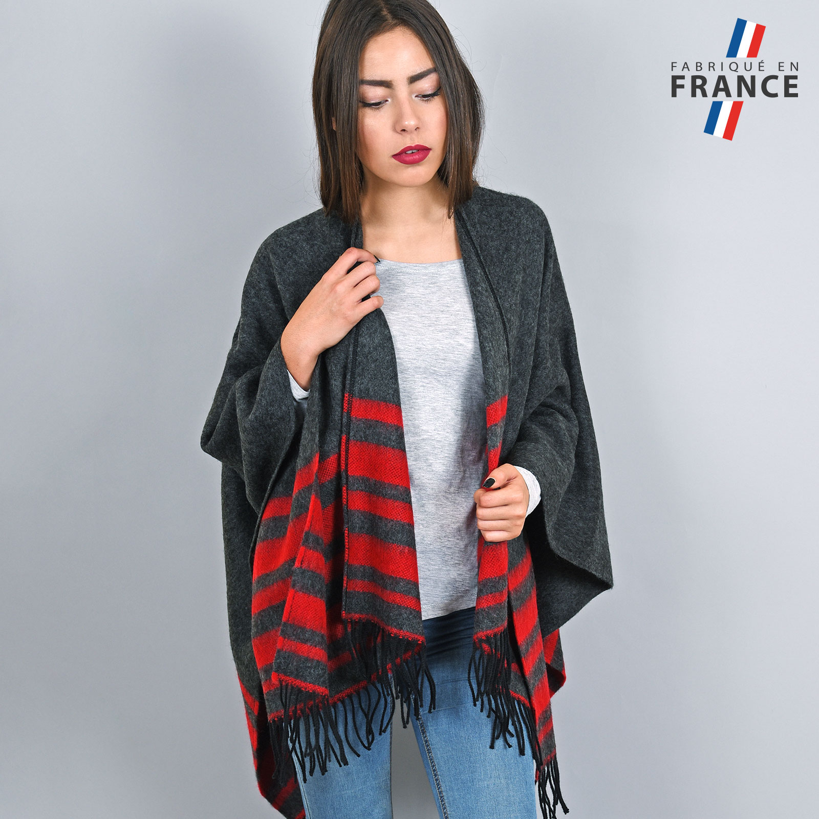 AT-03211-VF16-1-LB_FR-poncho-franges-a-rayures-rouge-gris