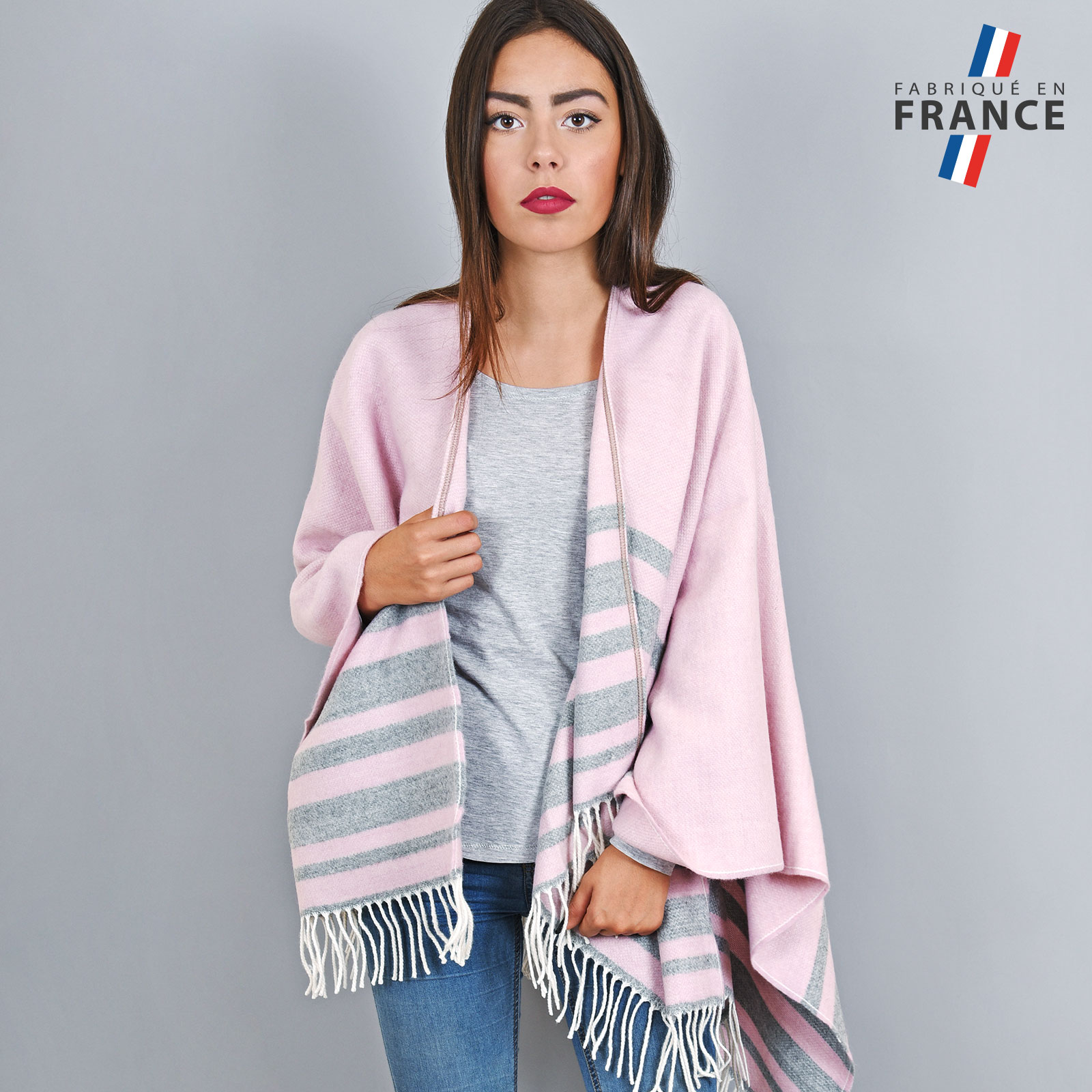 AT-03214-VF16-1-LB_FR-poncho-franges-a-rayures-rose-gris