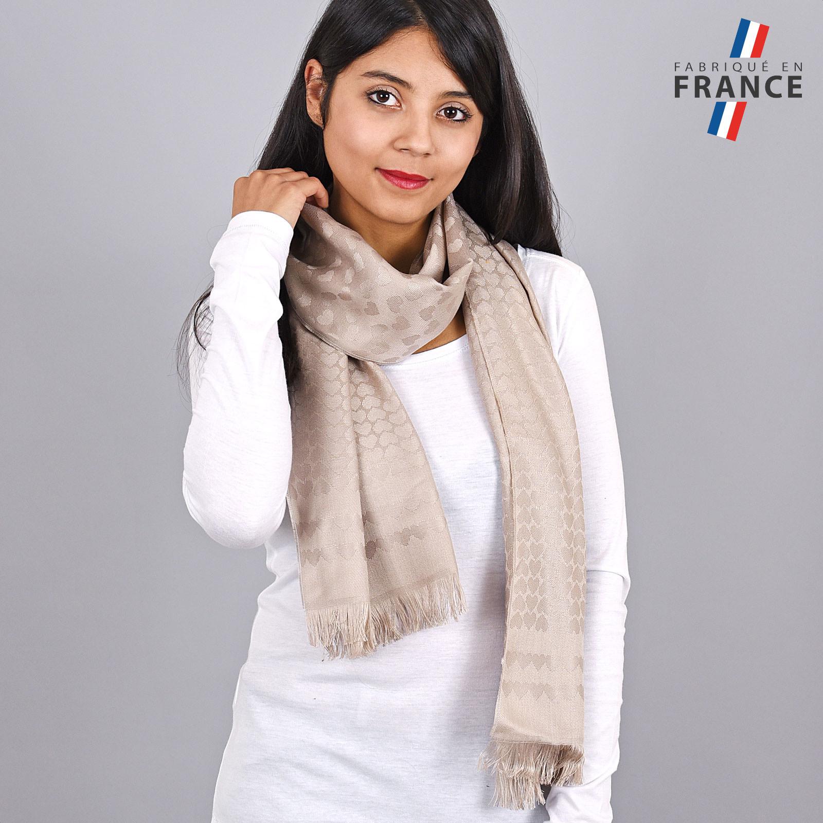 AT-04268-VF16-LB_FR-echarpe-femme-breige-motifs-coeurs