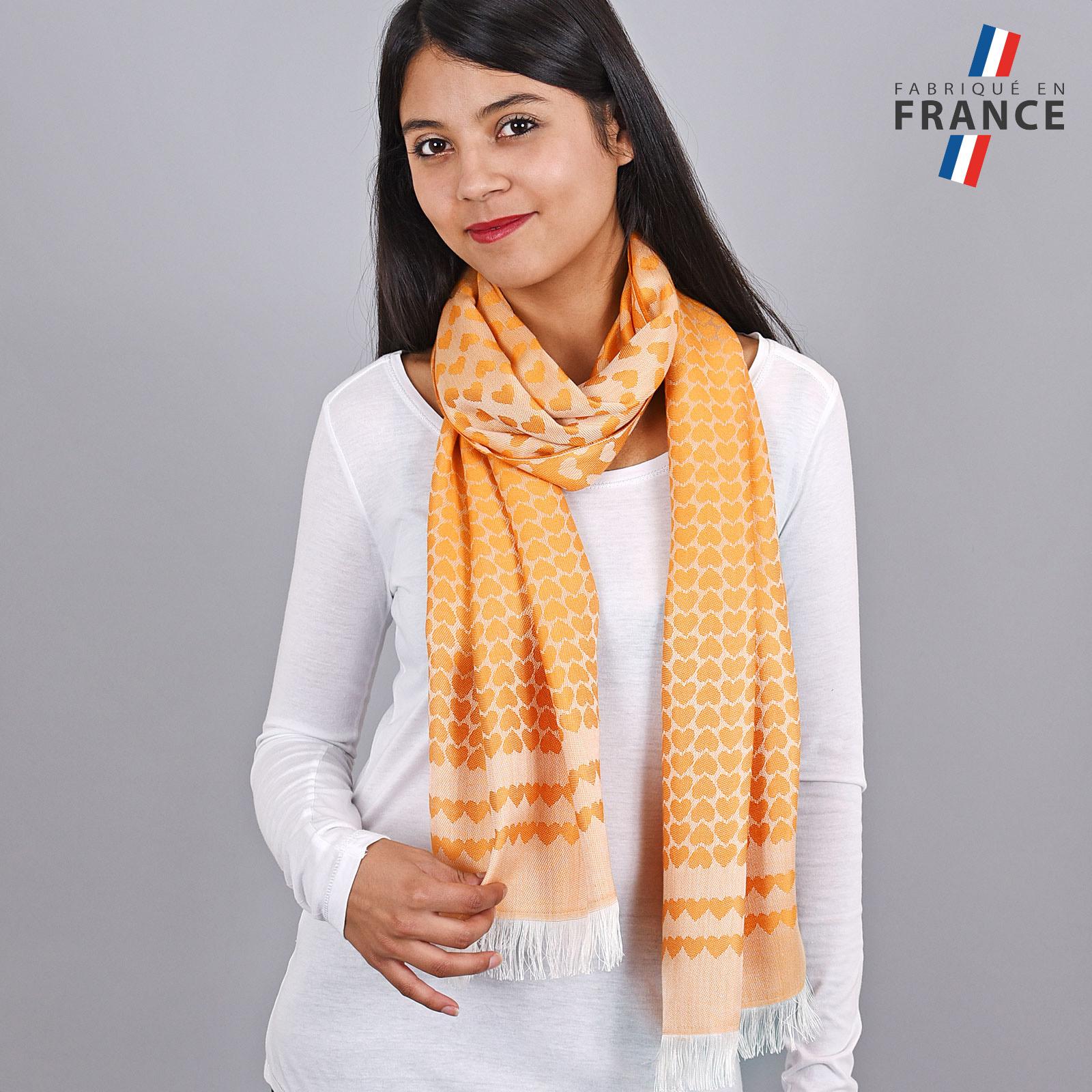 AT-04273-VF16-LB_FR-echarpe-orange-motifs-coeurs