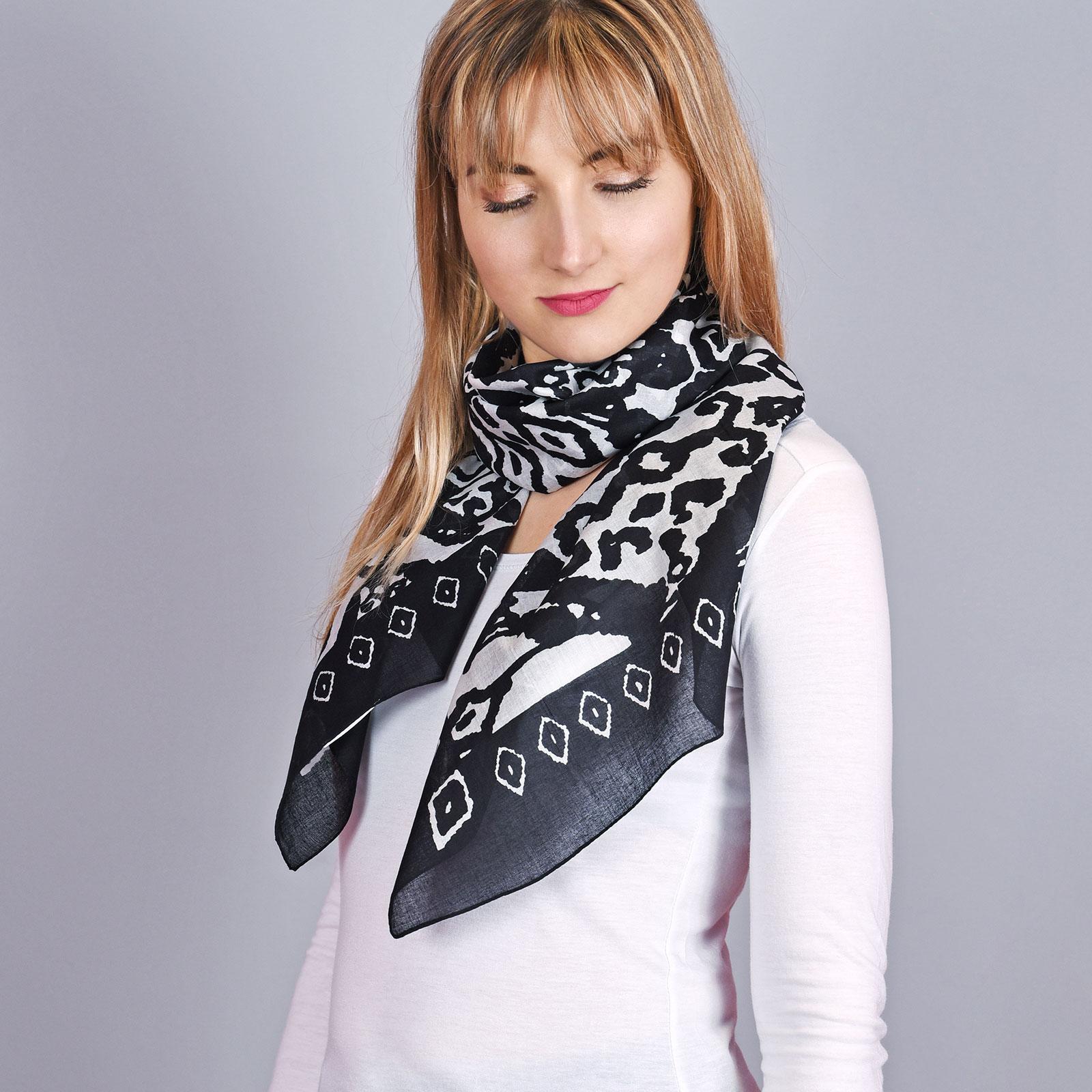 AT-04337-VF16-foulard-femme-fantaisie-noir