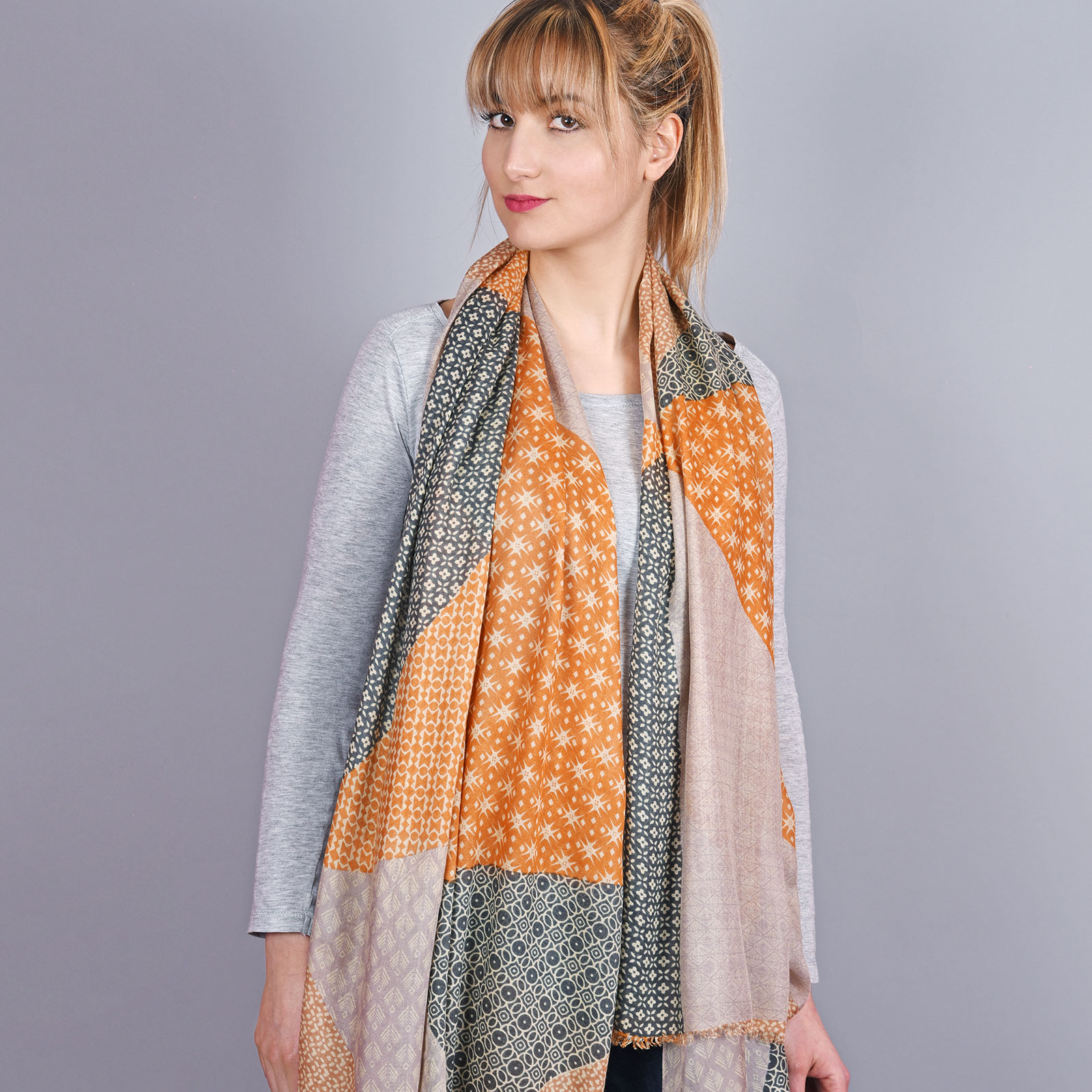 AT-04340-VF16-2-cheche-femme-orange-gris