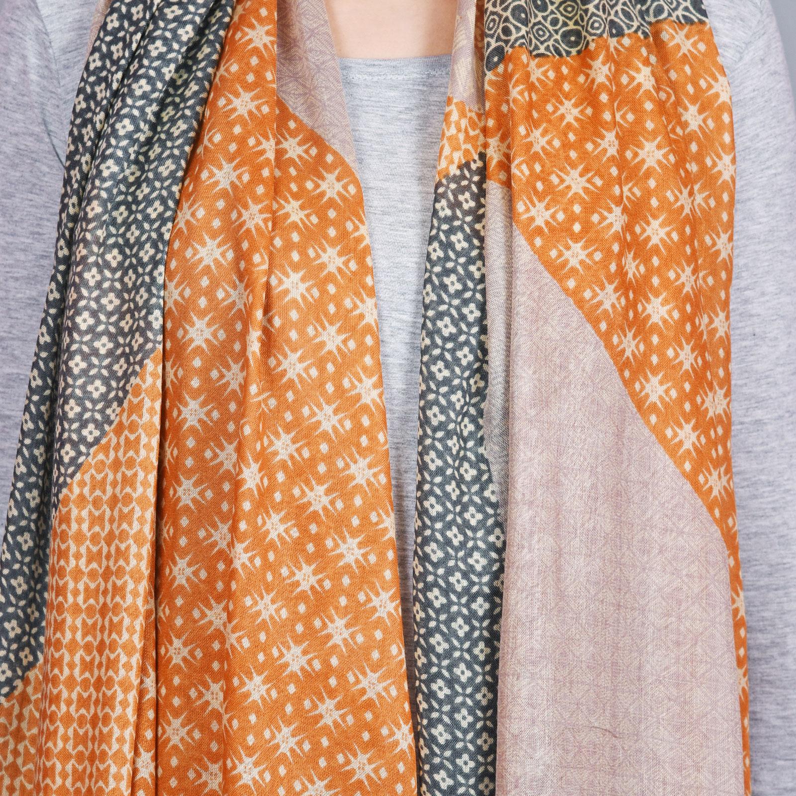 AT-04340-VF16-3-cheche-femme-geometrique-orange-gris