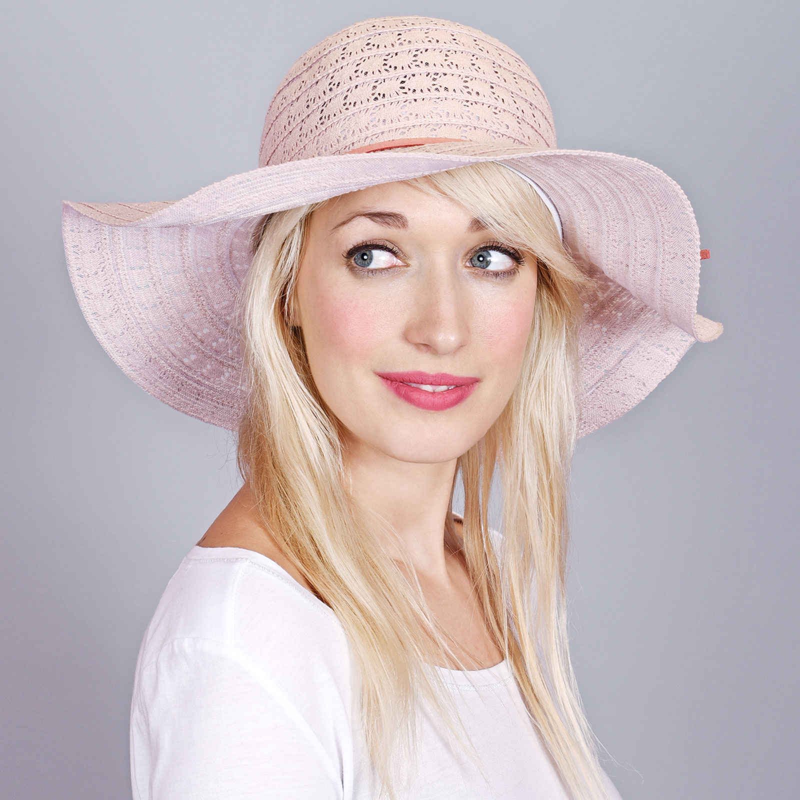 CP-00890-VF16-1-chapeau-femme-rose-larges-bords