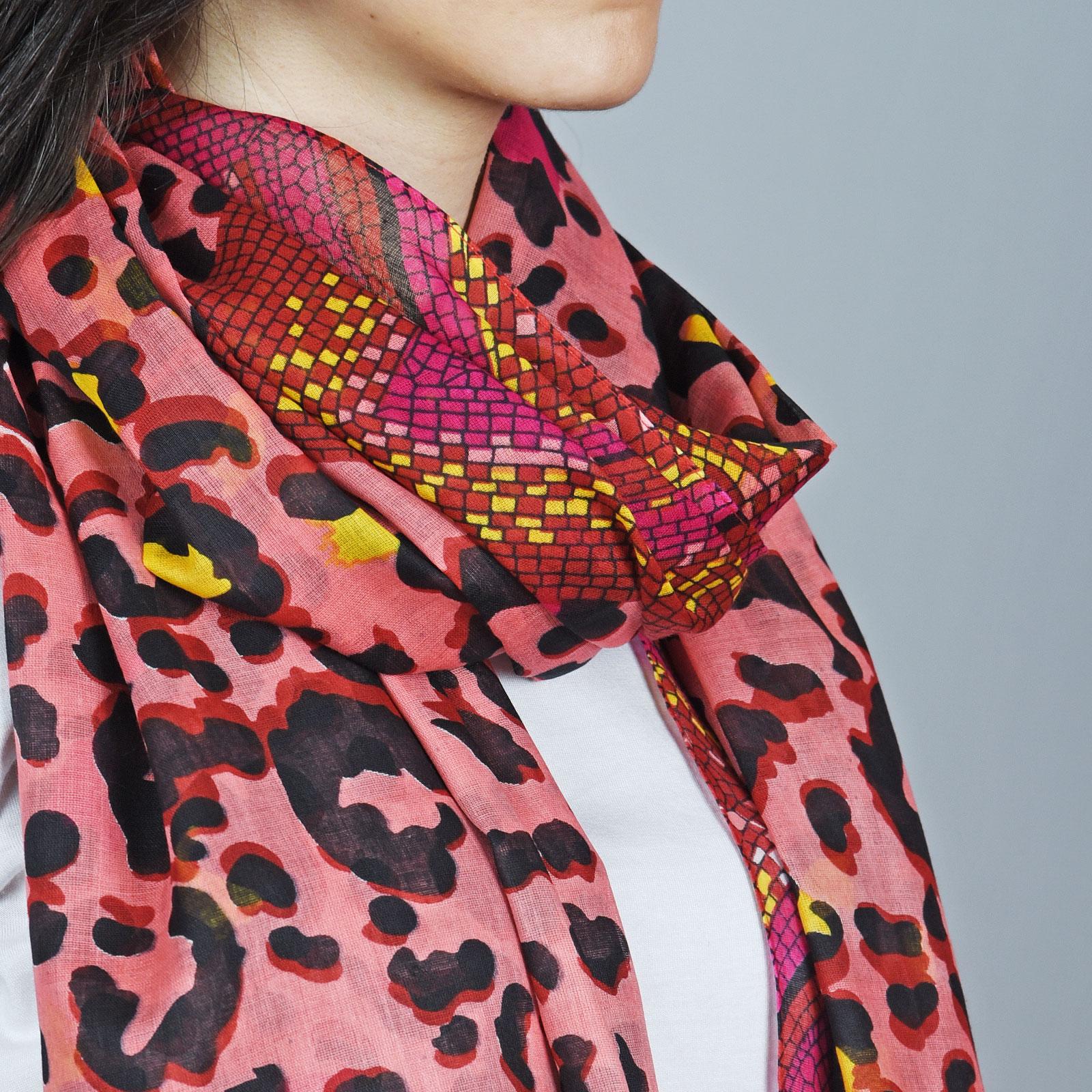AT-04396-VF16-2-foulard-leopard-serpent-rouge