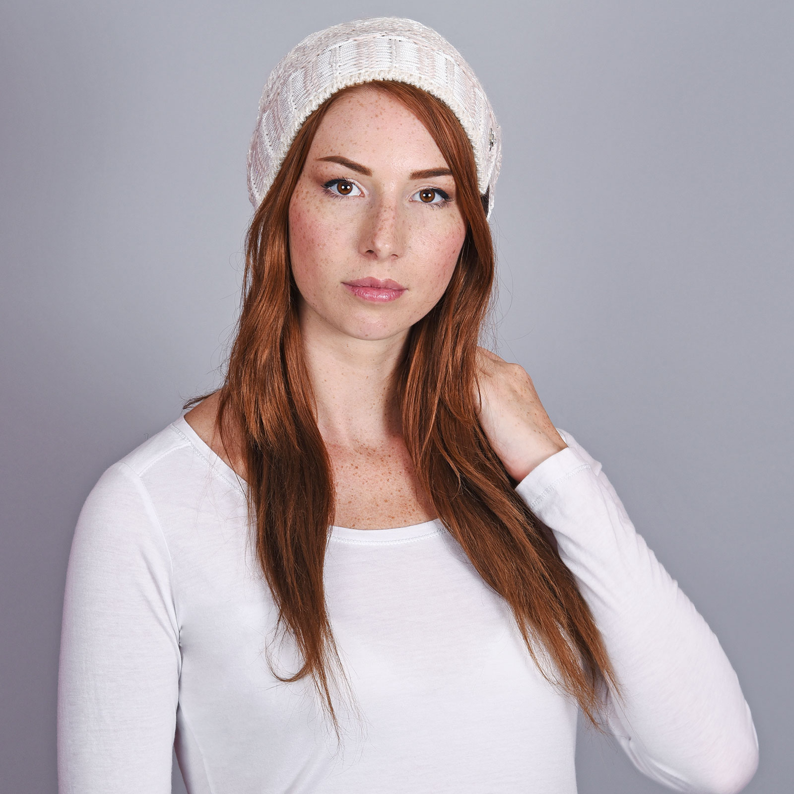 CP-01037-VF16-2-bonnet-femme-tendance-creme