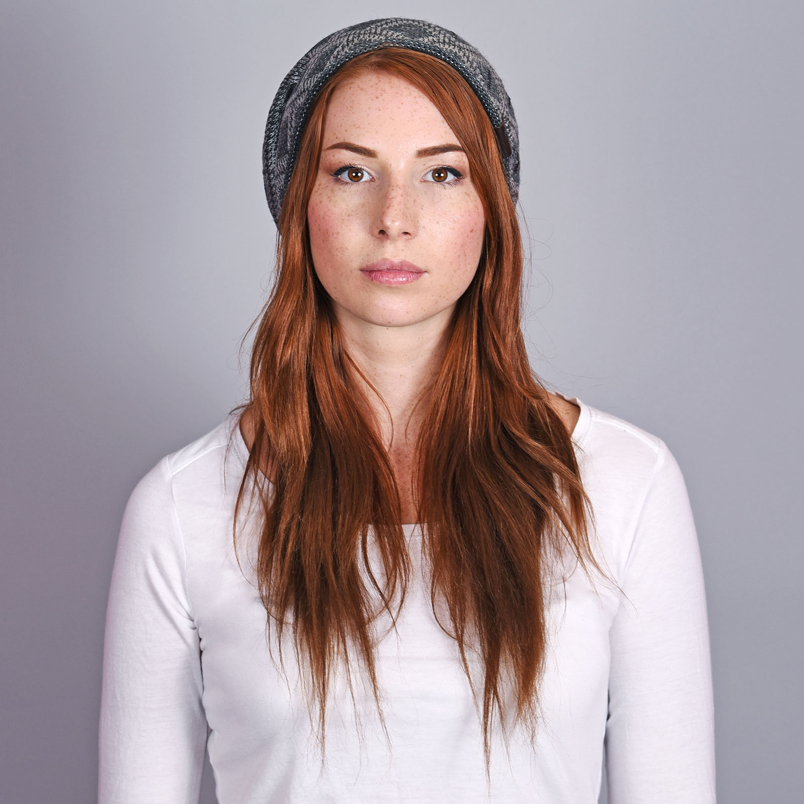 CP-01045-VF16-2-bonnet-femme-tendaznce-gris-anthracite