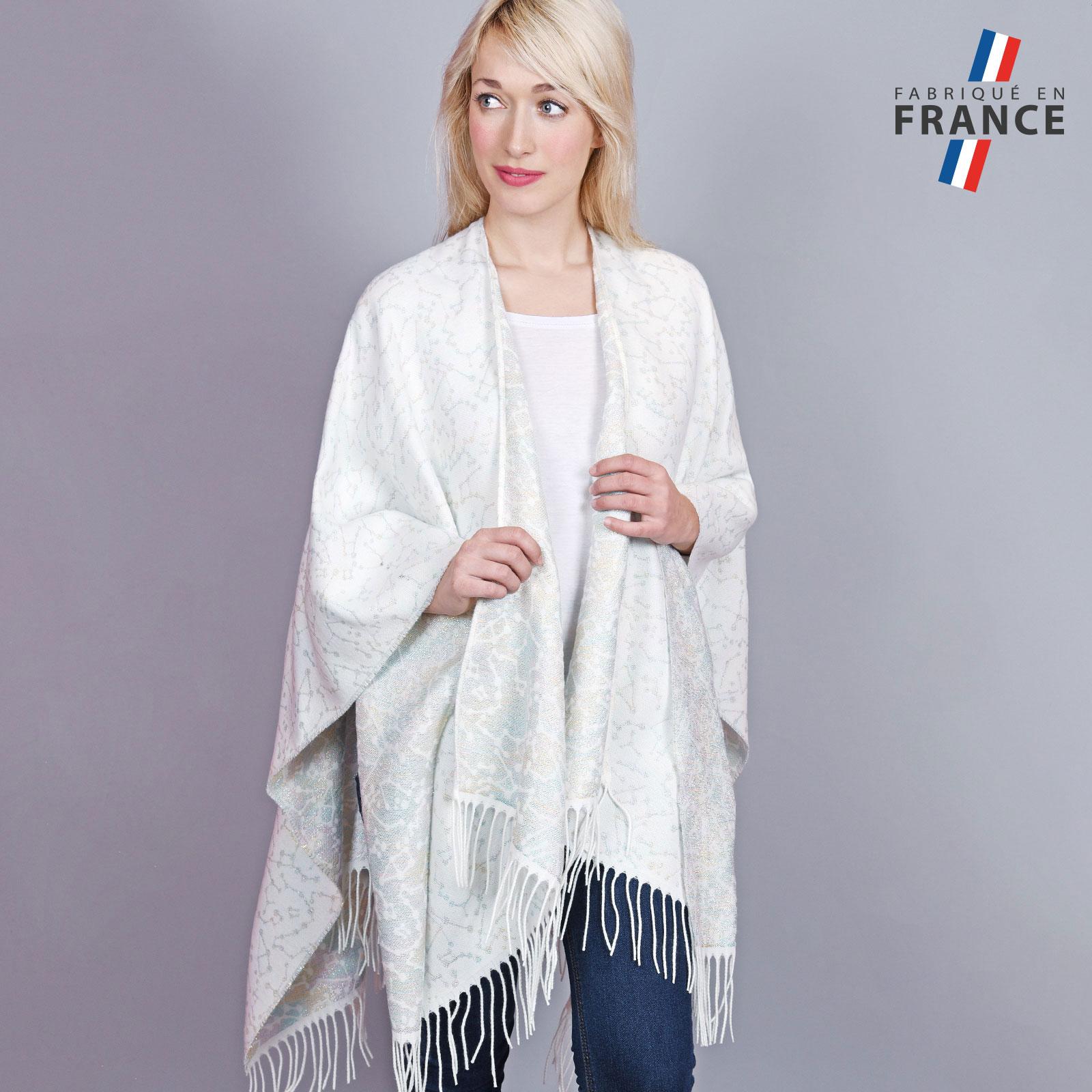 AT-04448-VF16-1-LB_FR-poncho-femme-blanc-motifs-relief