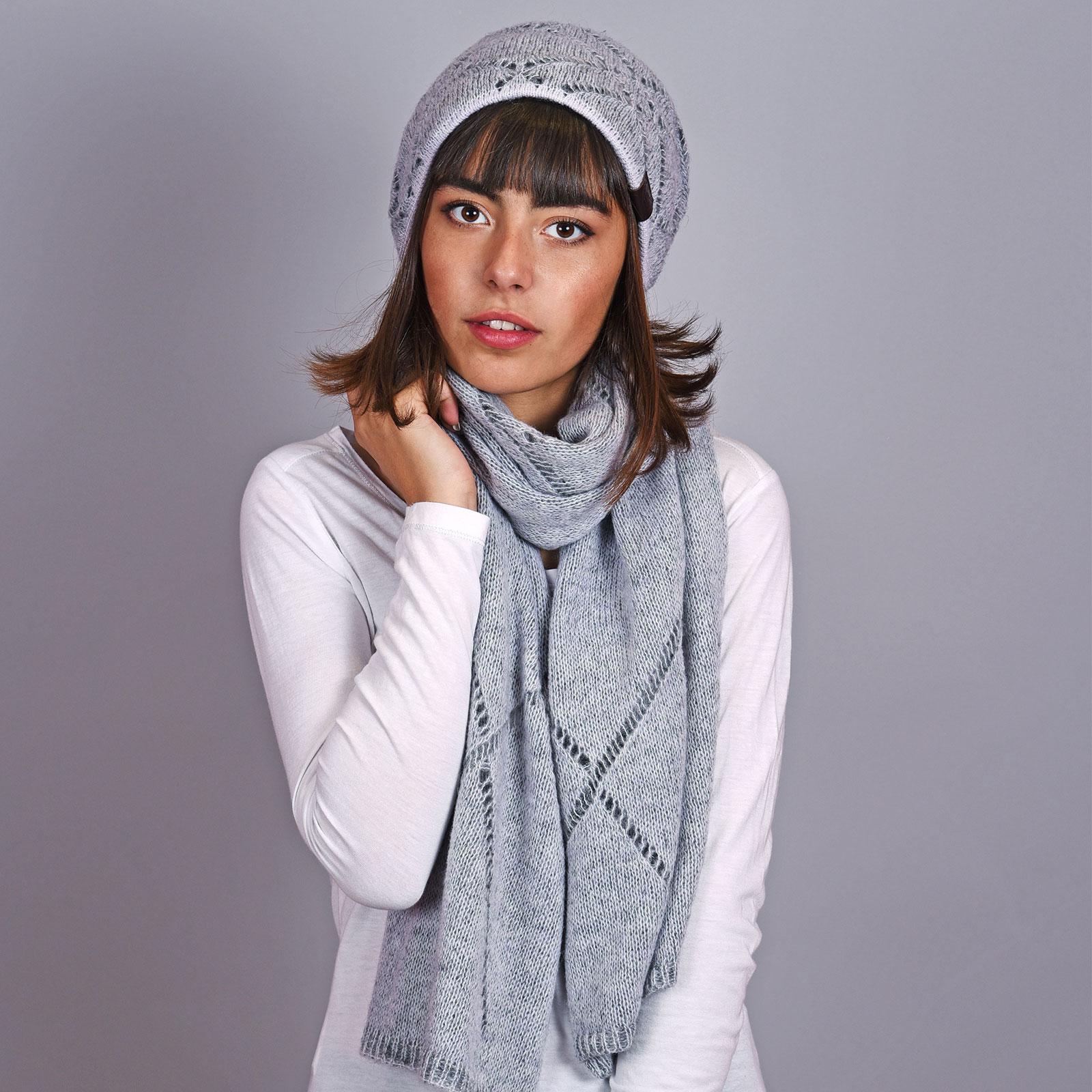 AT-04597-VF16-bonnet-et-echarpe-gris-acier