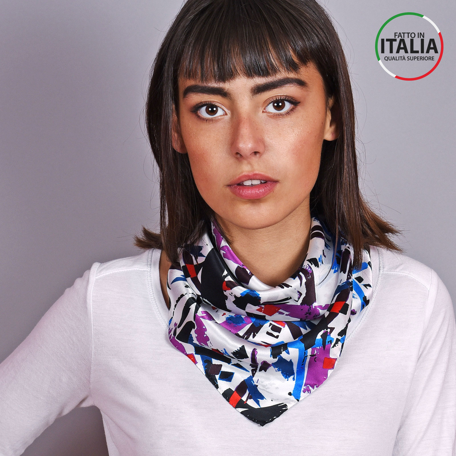 AT-04605-VF16-LB_IT-1-foulard-carre-soie-blanc-abstrait-65x65-made-in-italie