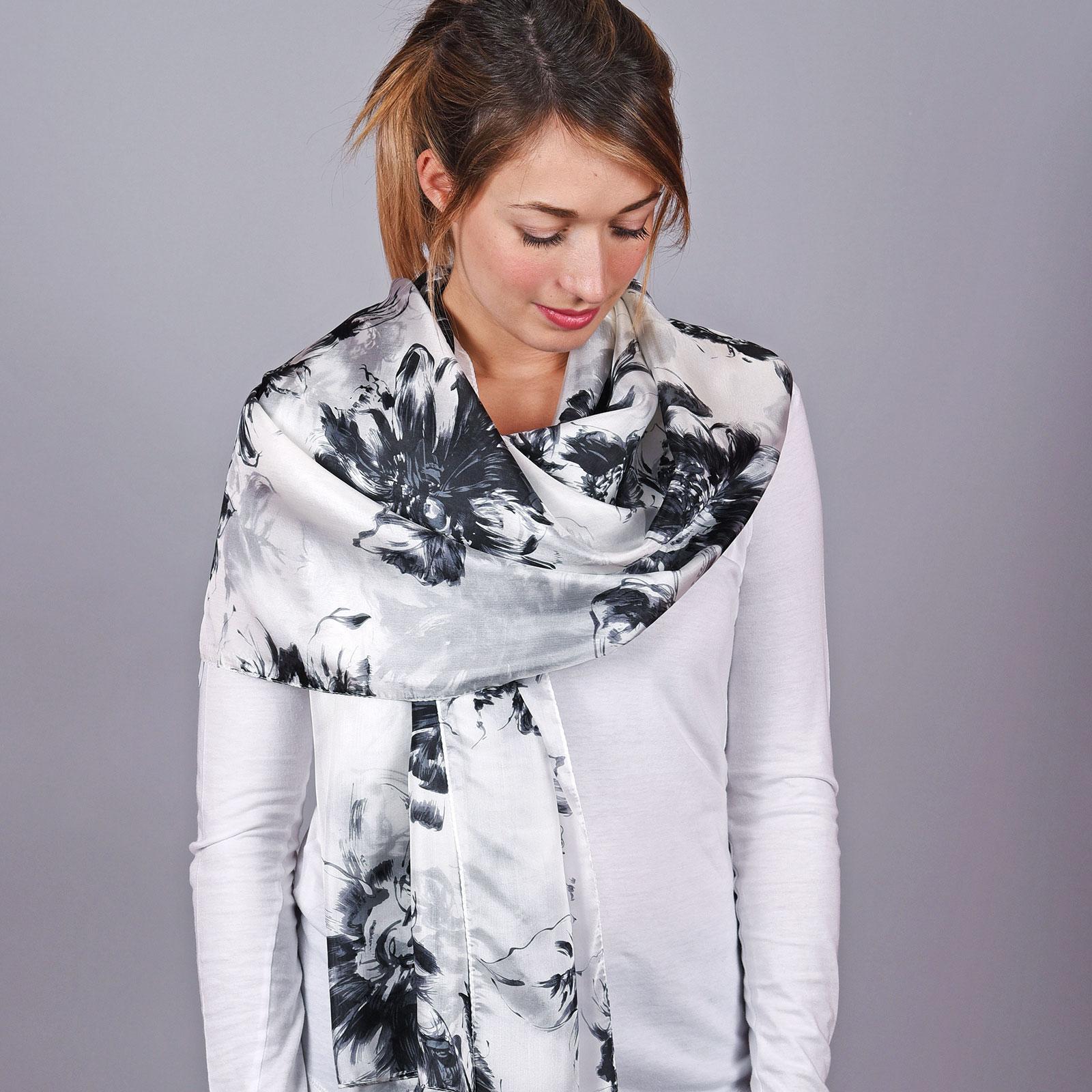 AT-04638-VF16-1-etole-soie-femme-grise-noire