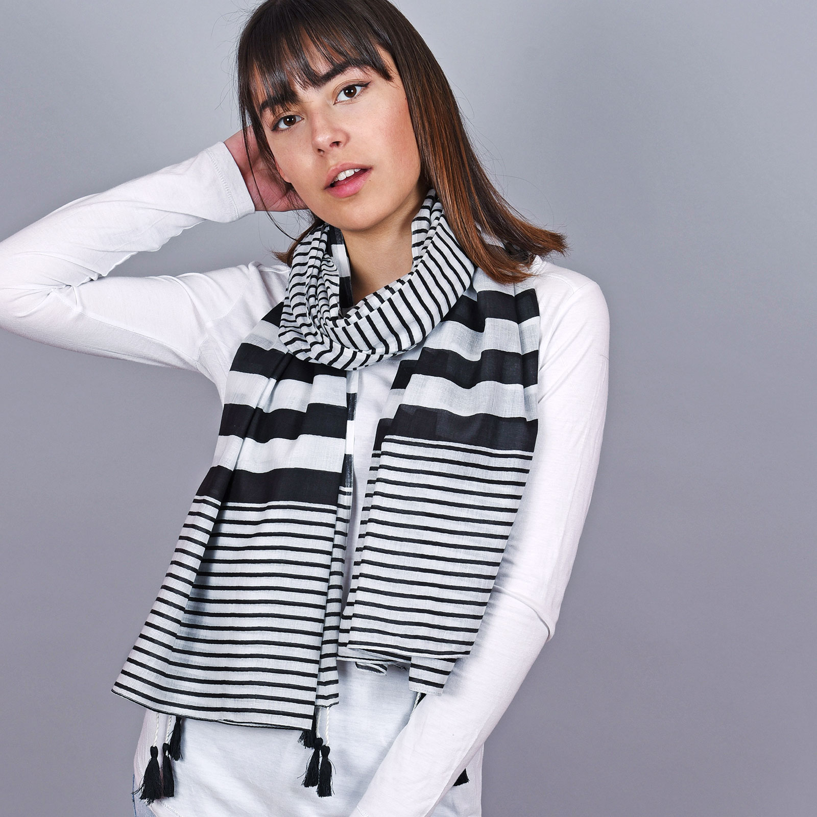 AT-04667-VF16-1-foulard-femme-coton-rayures-noires