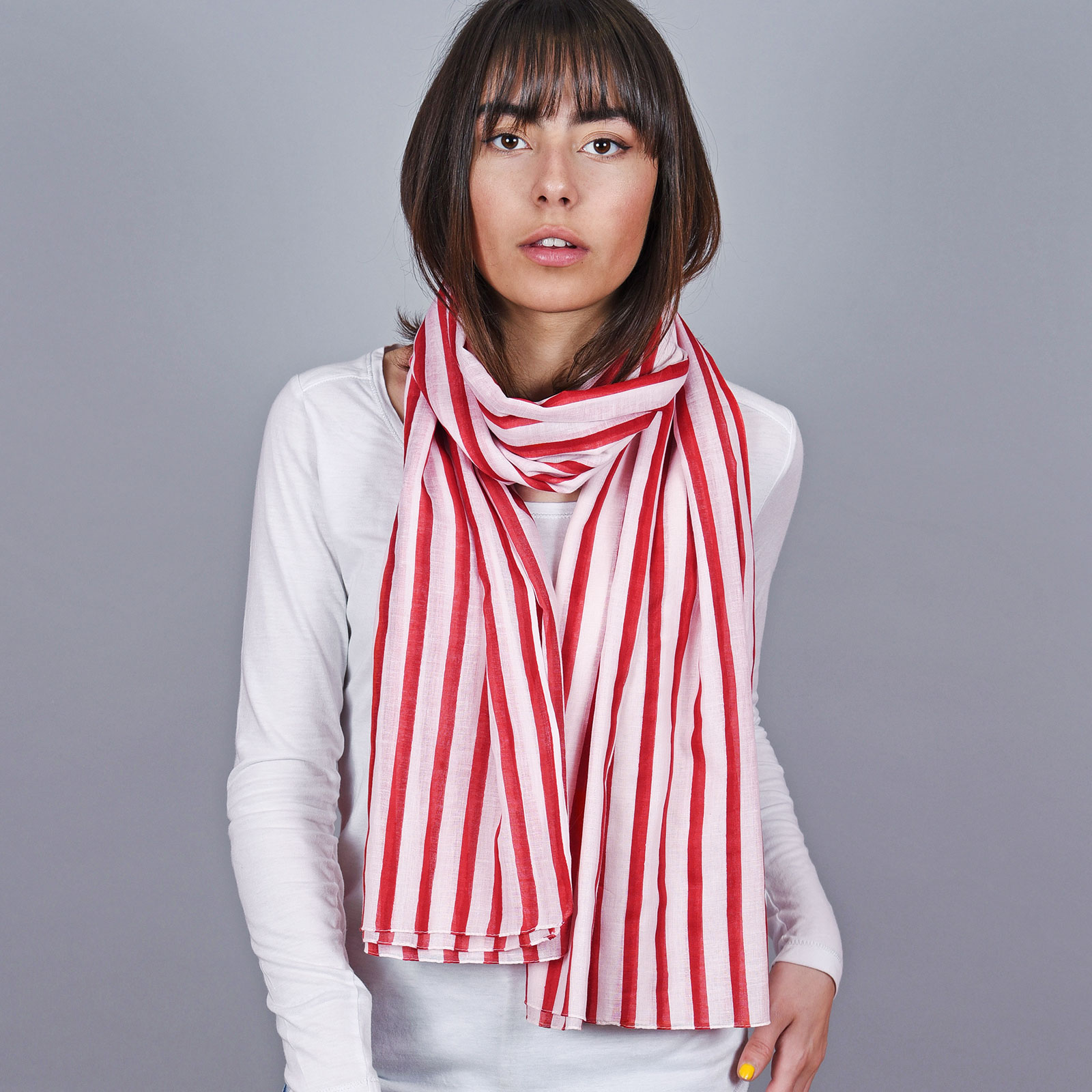 AT-04682-VF16-1-echarpe-legere-femme-rayures-rouge