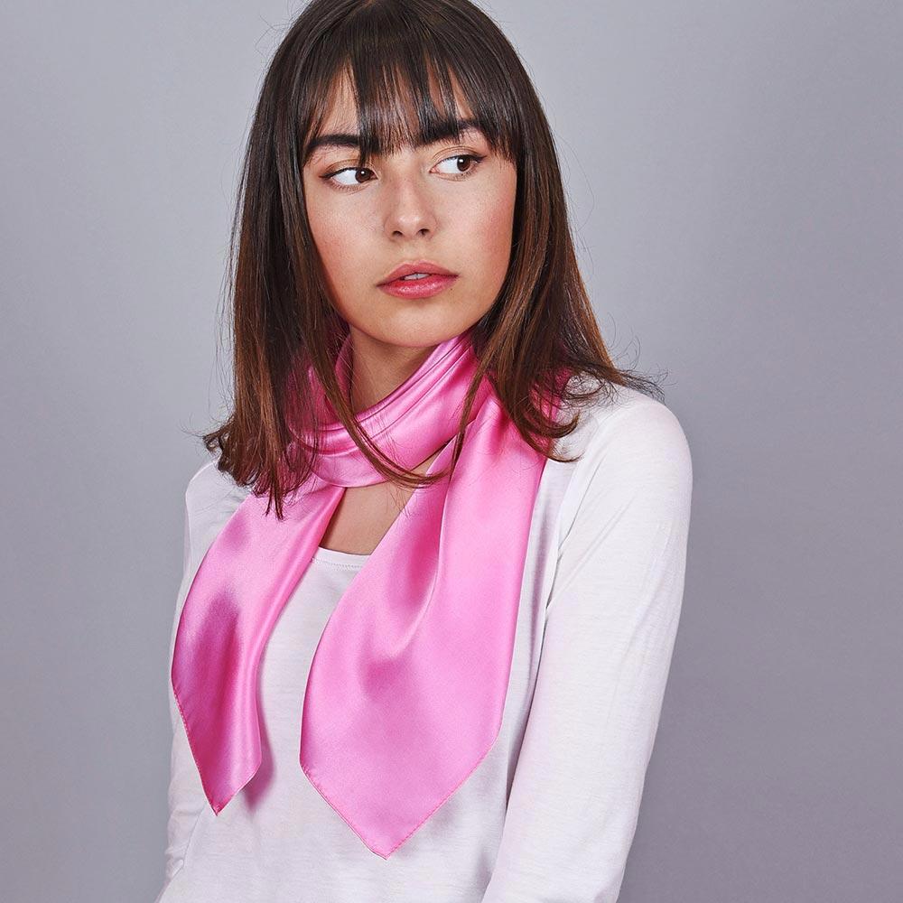 AT-01977-VF10-carre-soie-femme-rose-uni