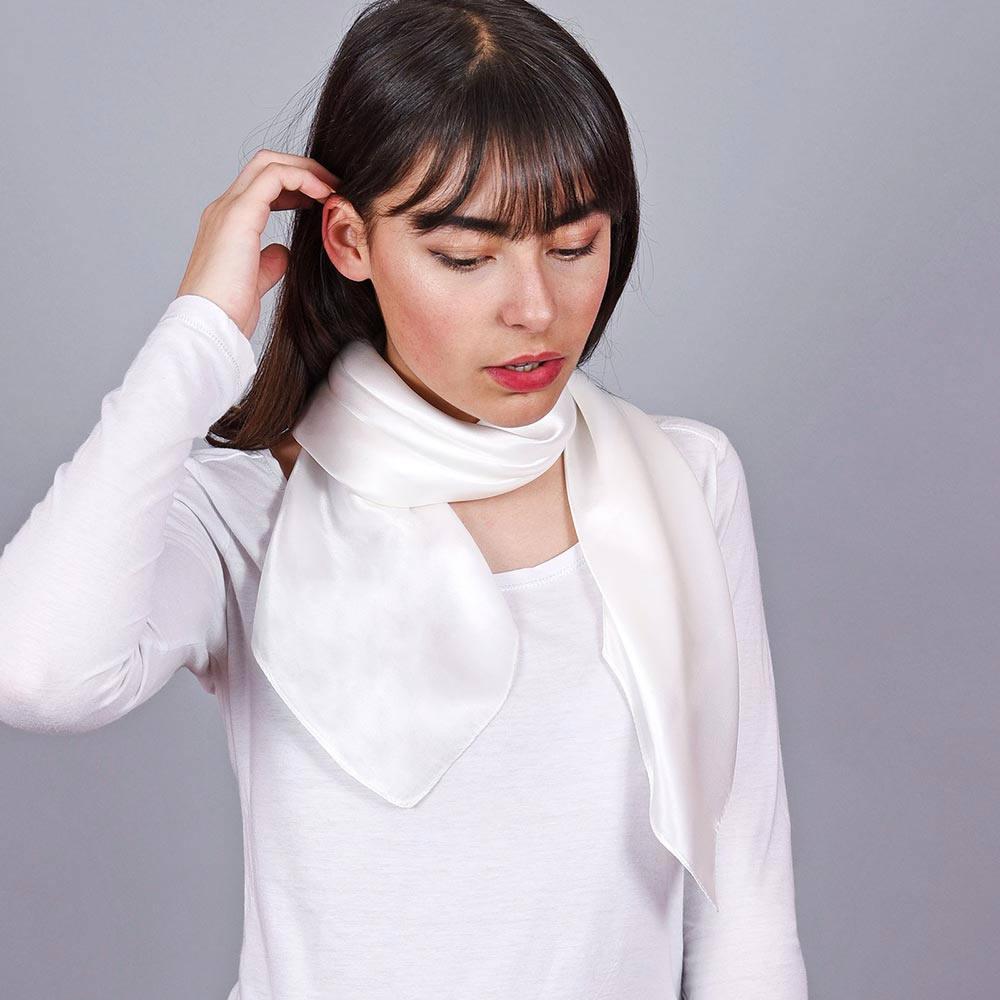 AT-01979-VF10-carre-soie-femme-blanc-uni