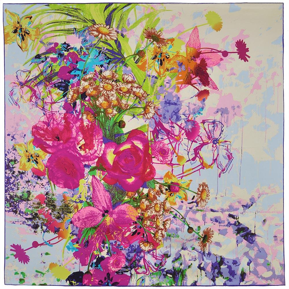 AT-02782-A10-carre-soie-prairie-fleurie-fond-blanc