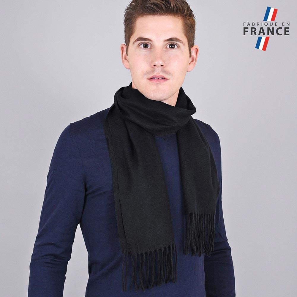 AT-03231-VH10-LB_FR-echarpe-homme-a-franges-noire-fabrication-francaise
