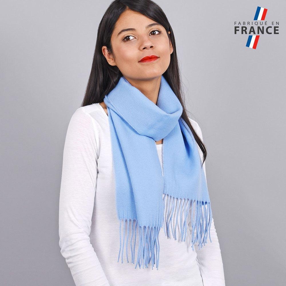 AT-03234-VF10-LB_FR-echarpe-a-franges-bleu-ciel-fabrication-francaise