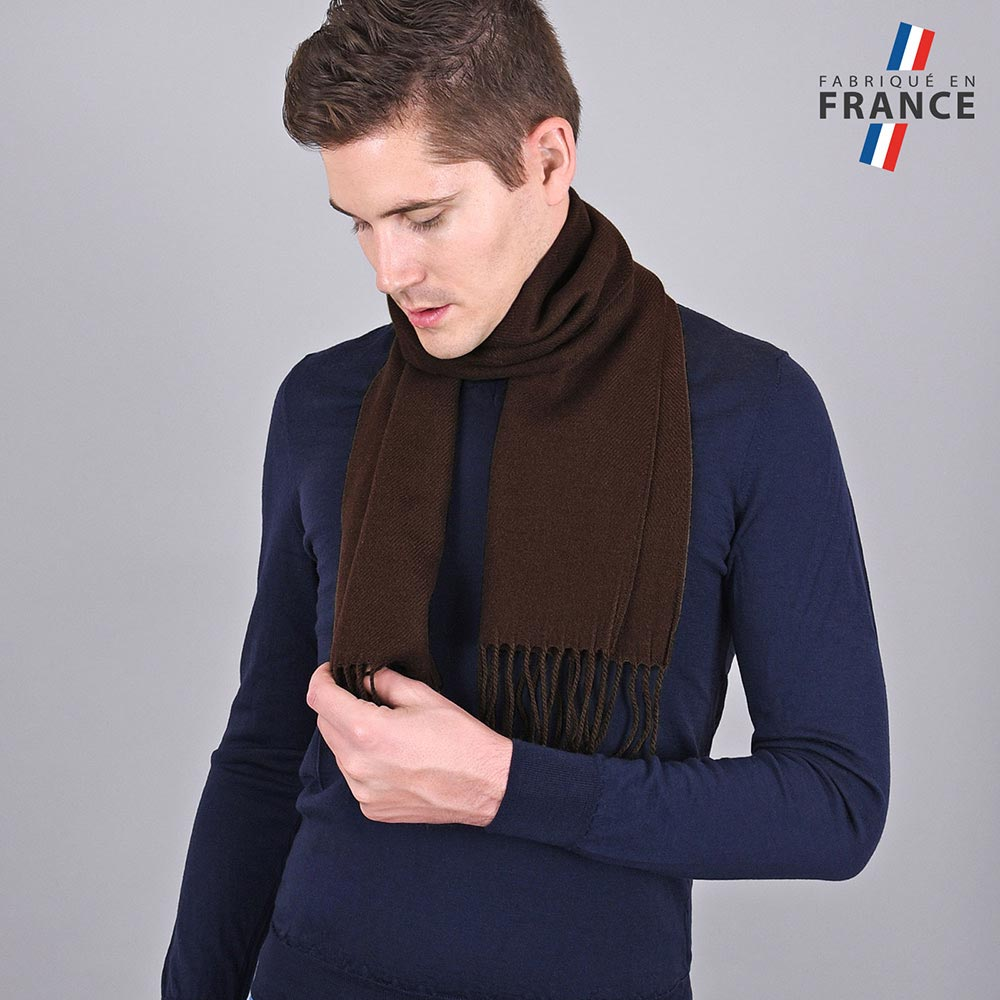 AT-03237-VH10-LB_FR-echarpe-homme-a-franges-marron-fabrication-francaise