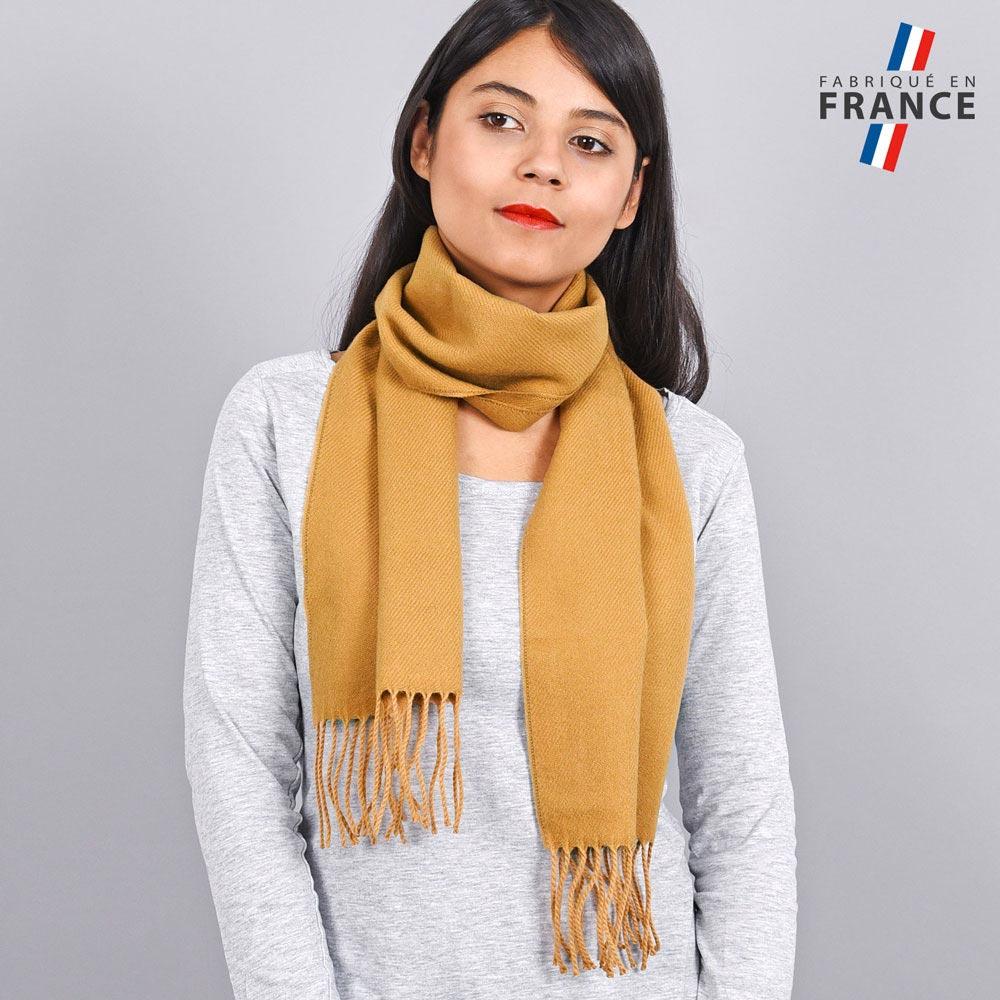 AT-03238-VF10-LB_FR-echarpe-franges-camel-femme-fabrication-francaise