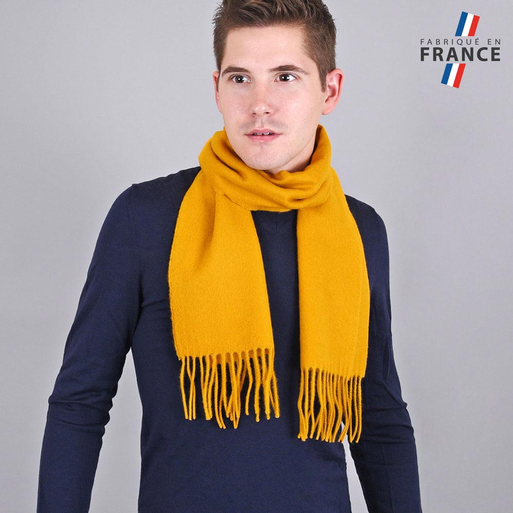 AT-03241-VH10-LB_FR-echarpe-homme-a-franges-moutarde-fabrication-francaise