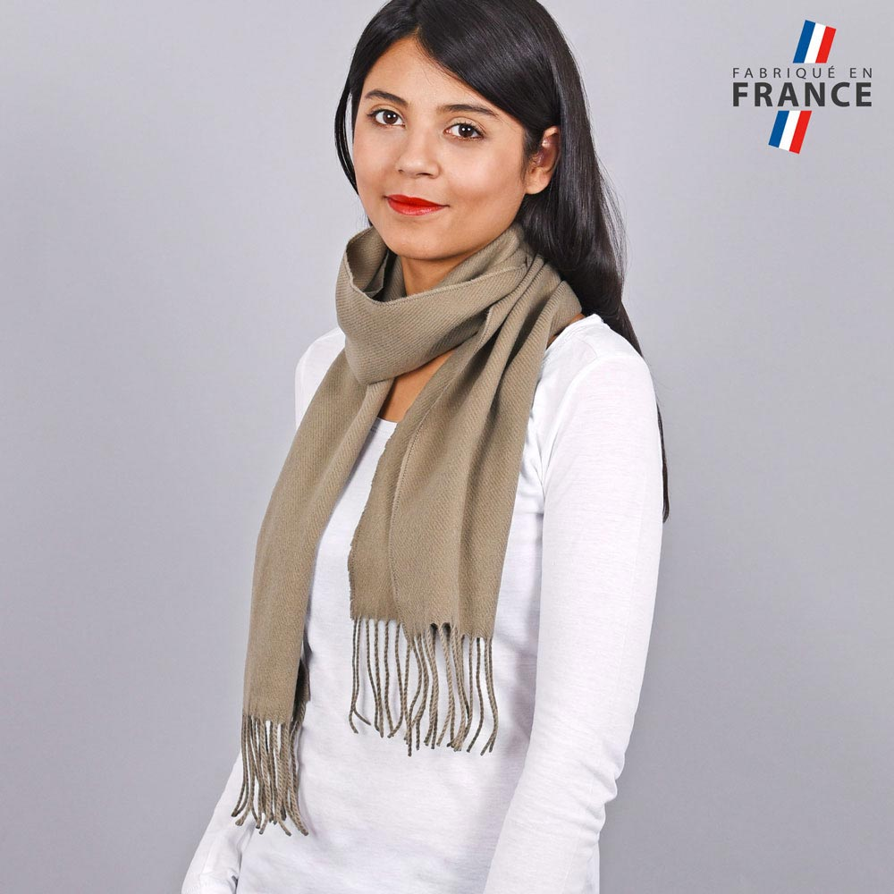 AT-03246-VF10-LB_FR-echarpe-franges-taupe-femme-fabrication-francaise