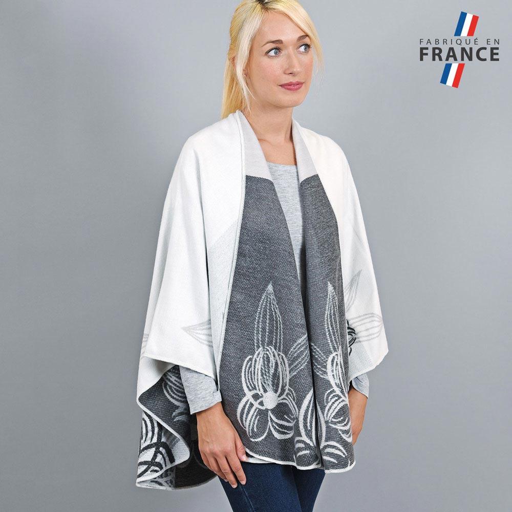 AT-03254-VF10-1-LB_FR-poncho-femme-blanc-fleurs-grises-fabrique-en-france