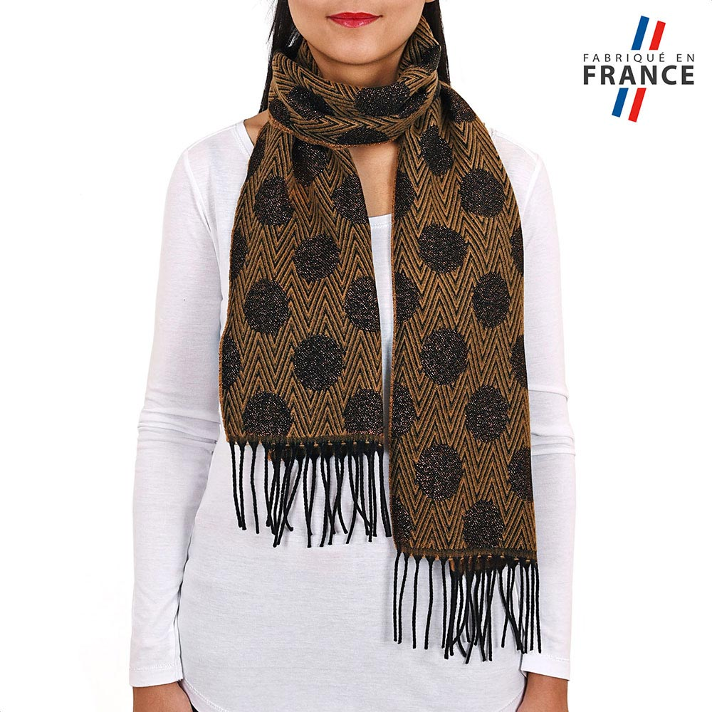 AT-03946-VF10-P-LB_FR-echarpe-a-pois-marron