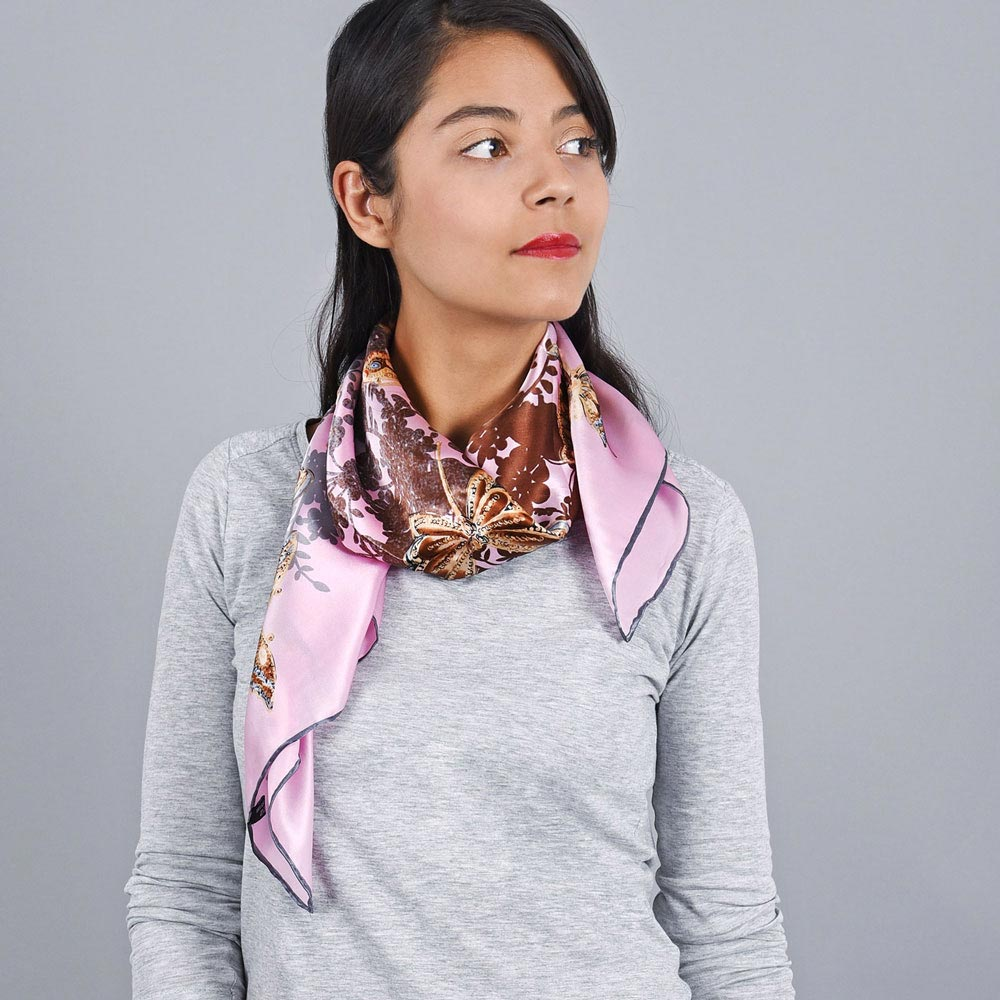 AT-03974-VF10-1-foulard-soie-rose-papillons
