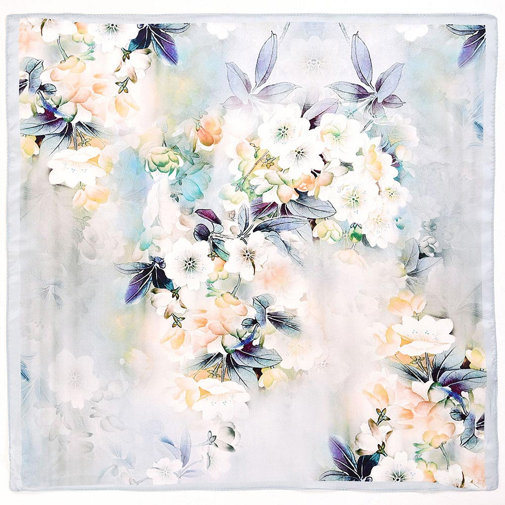 AT-04009-A10-petit-carre-soie-nuage-feuilles-blanc
