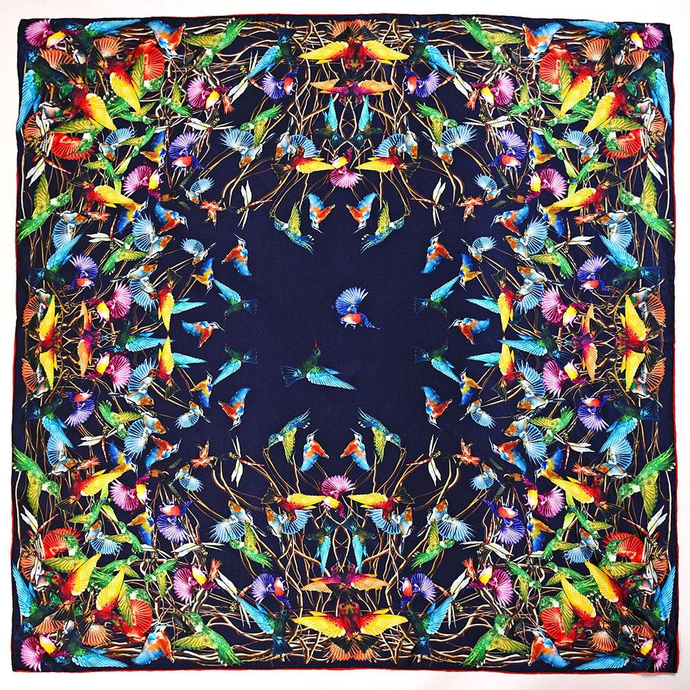 AT-04032-A10-carre-de-soie-colibris-marine