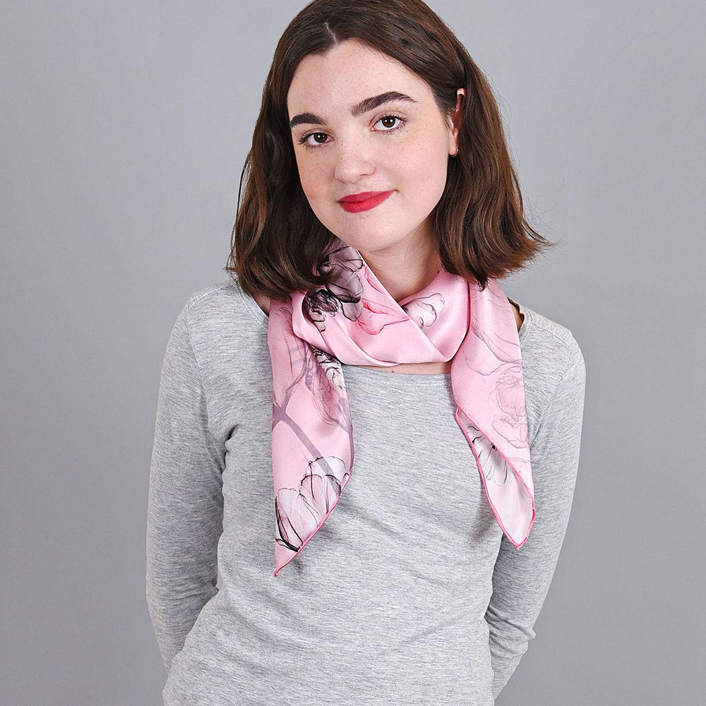 AT-04037-VF10-foulard-carre-soie-rose-fines-fleurs