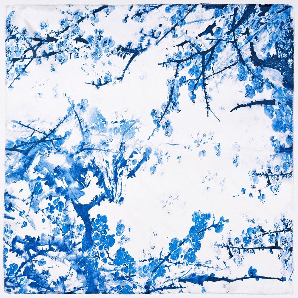 AT-04084-A10-carre-de-soie-femme-branches-bleues