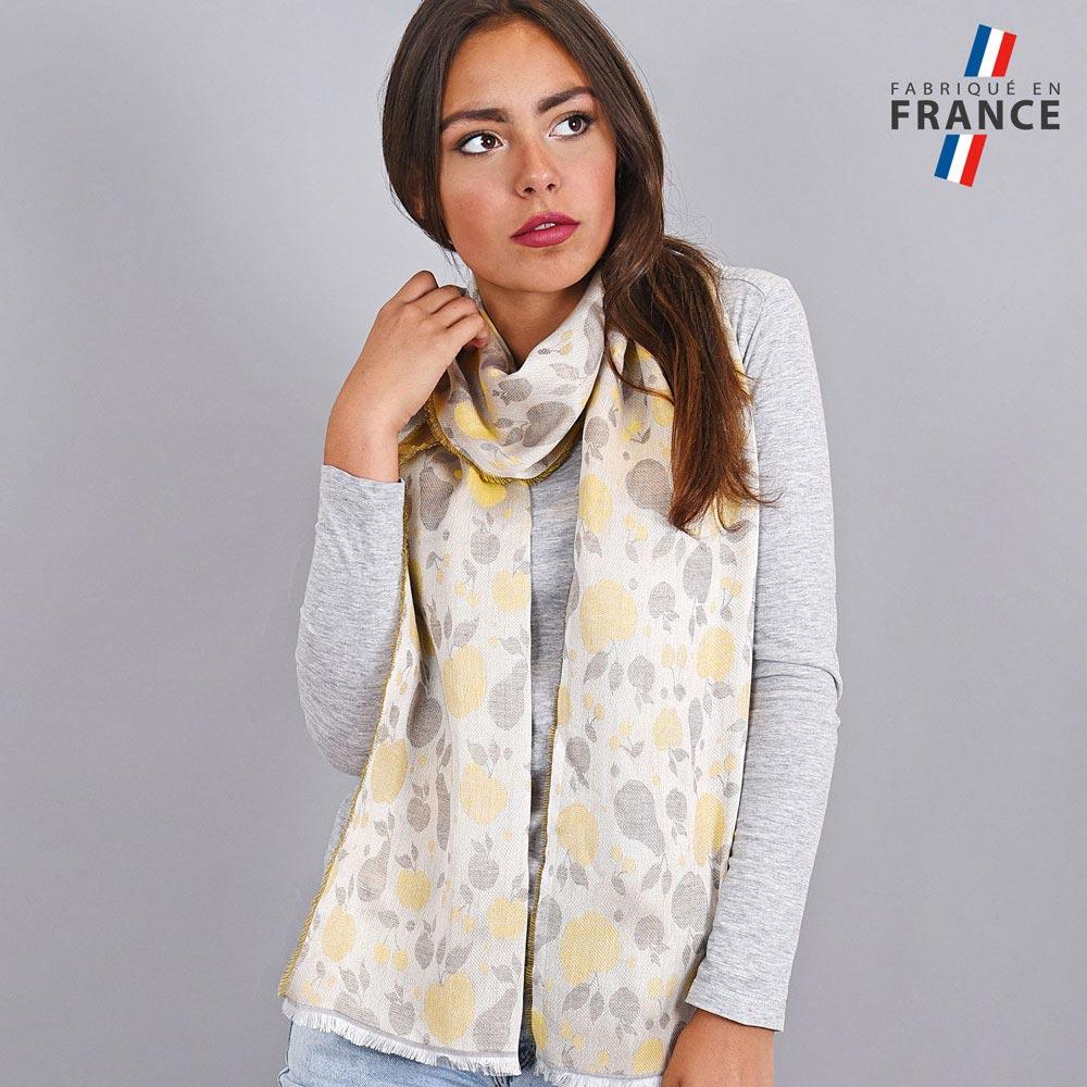 AT-04196-VF10-LB_FR-echarpe-legere-jaune-motifs-pommes-qualicoq