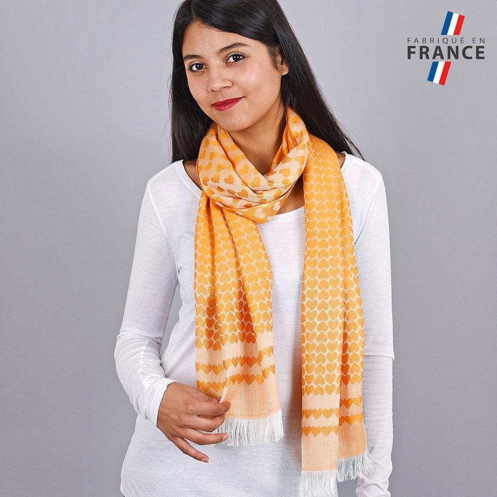 AT-04273-VF10-LB_FR-echarpe-qualicoq-motifs-coeurs-mandarine