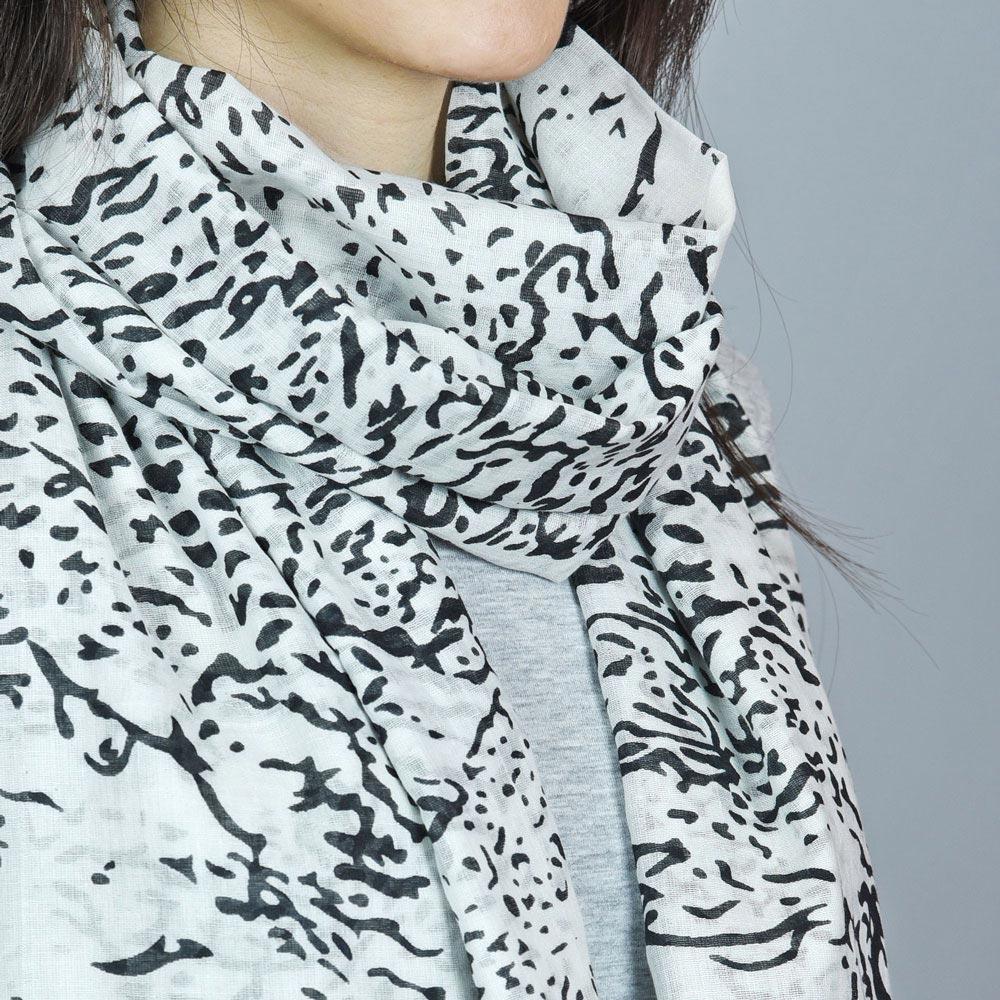 AT-04391-VF10-2-foulard-femme-tigre-blanc