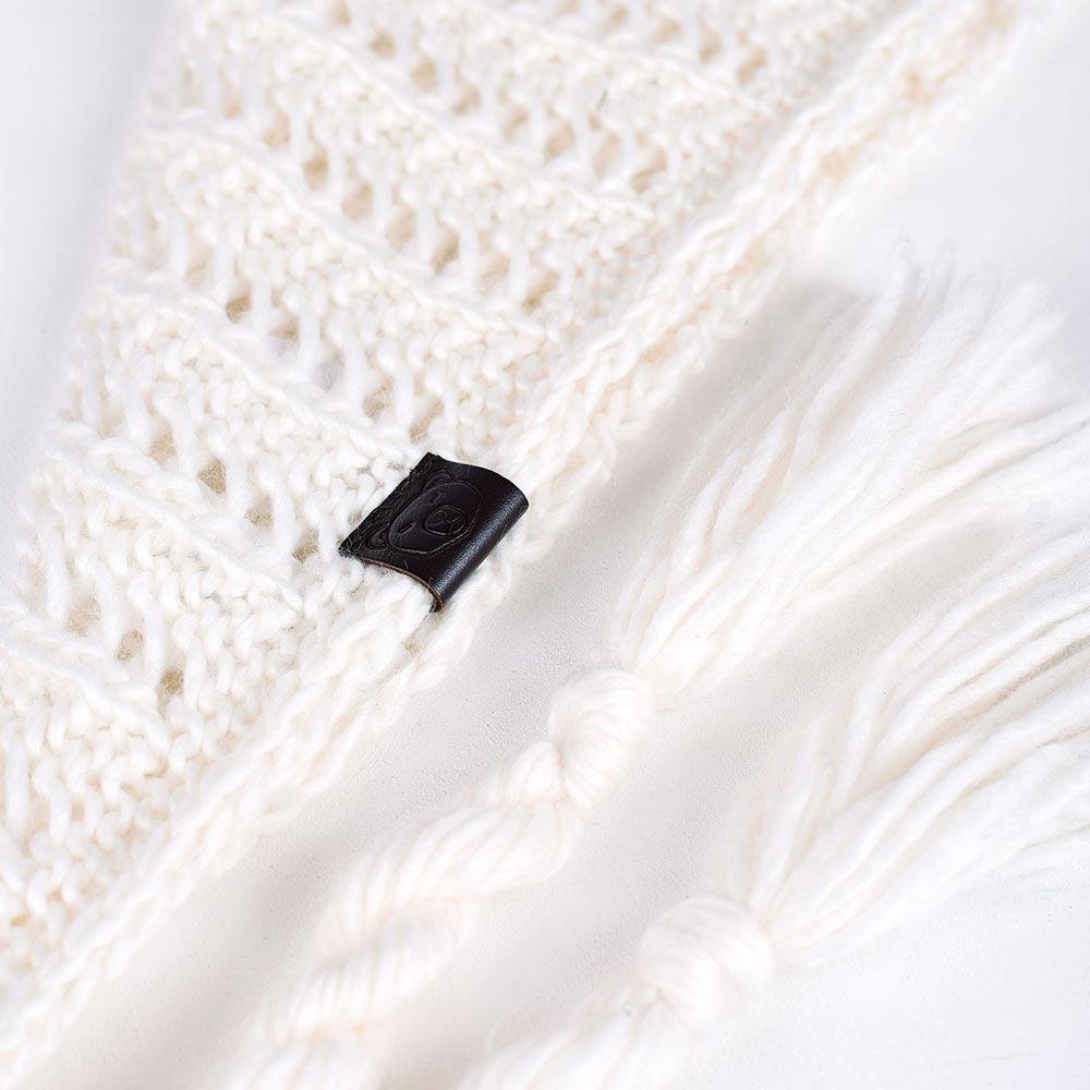 AT-04554-D10-echarpe-femme-nattes-blanche