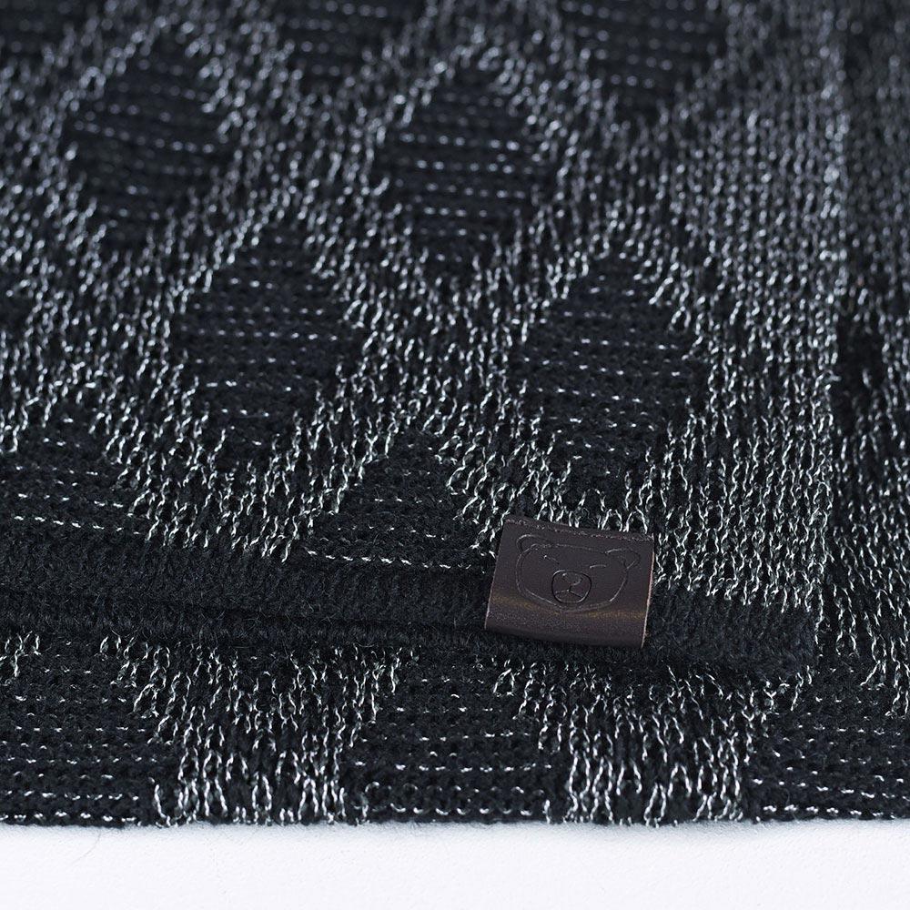 AT-04557-D10-echarpe-femme-noire-losanges
